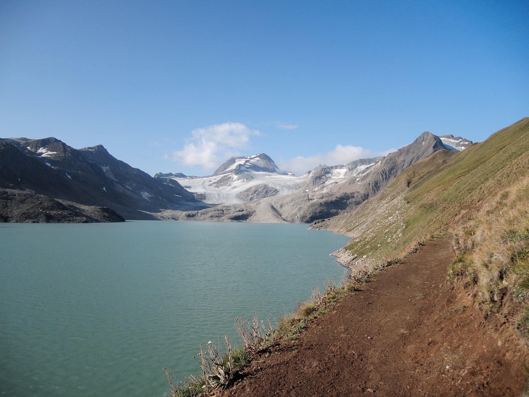 Arbola e Hohsandhorn a destra visti dal Lago del Sabbione