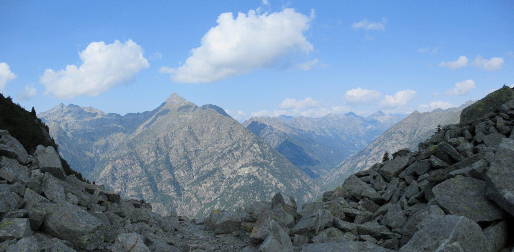 Vista verso la Valle d'Aosta dal Colle della Vecchia