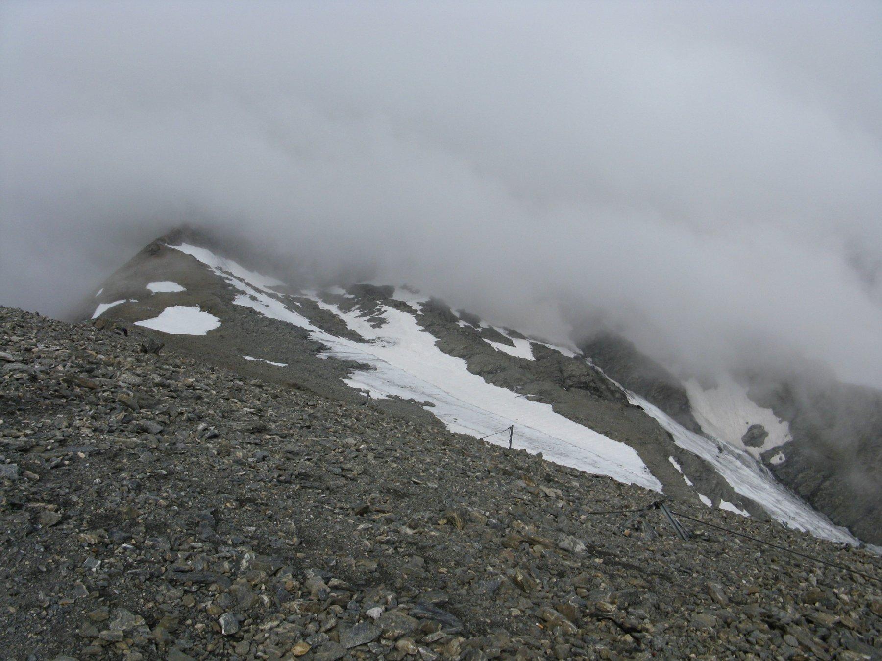 vista verso la Valle di Viu con quello che resta del ghiacciaio