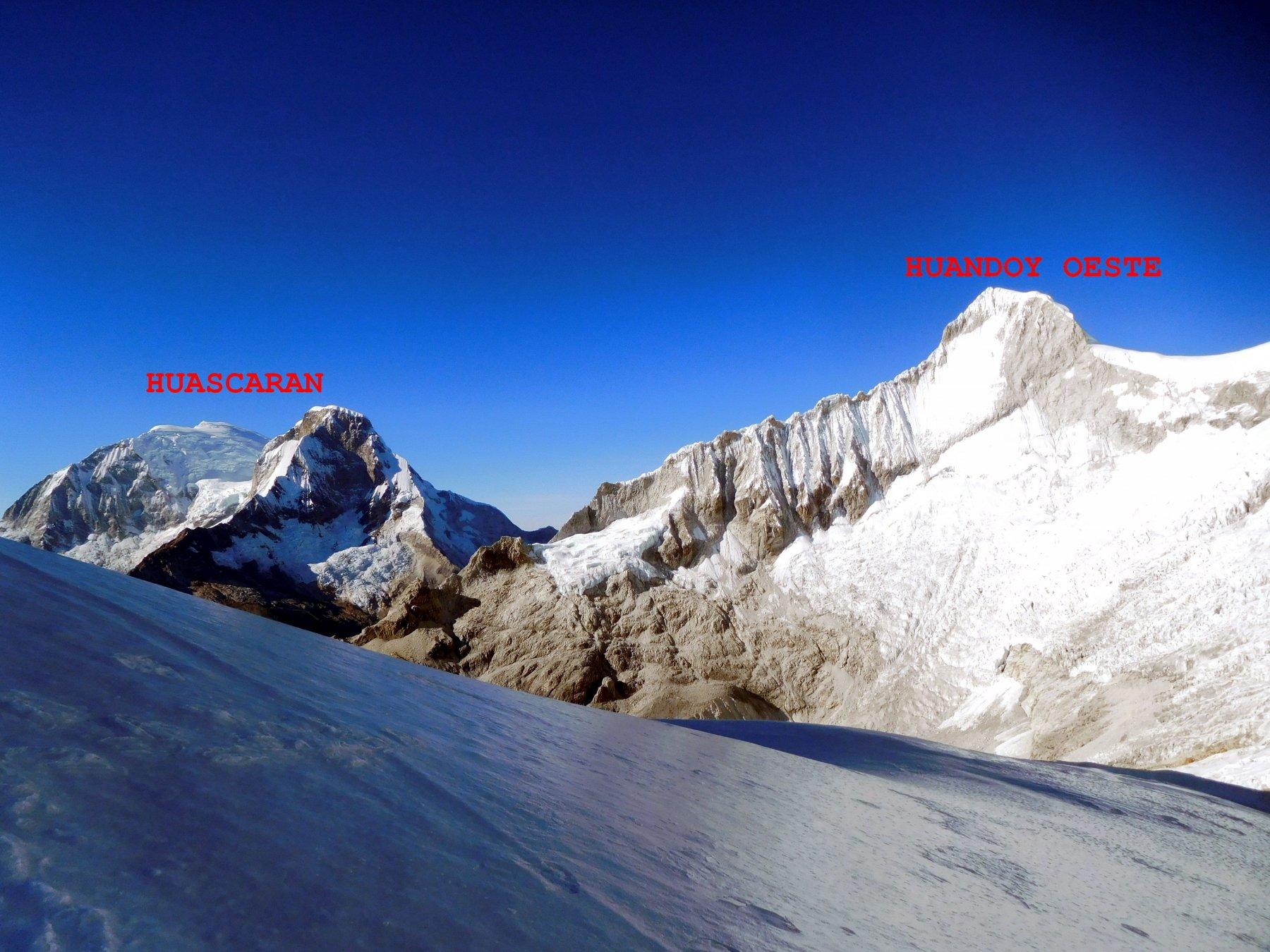 la vista si allarga ai due Huascaran