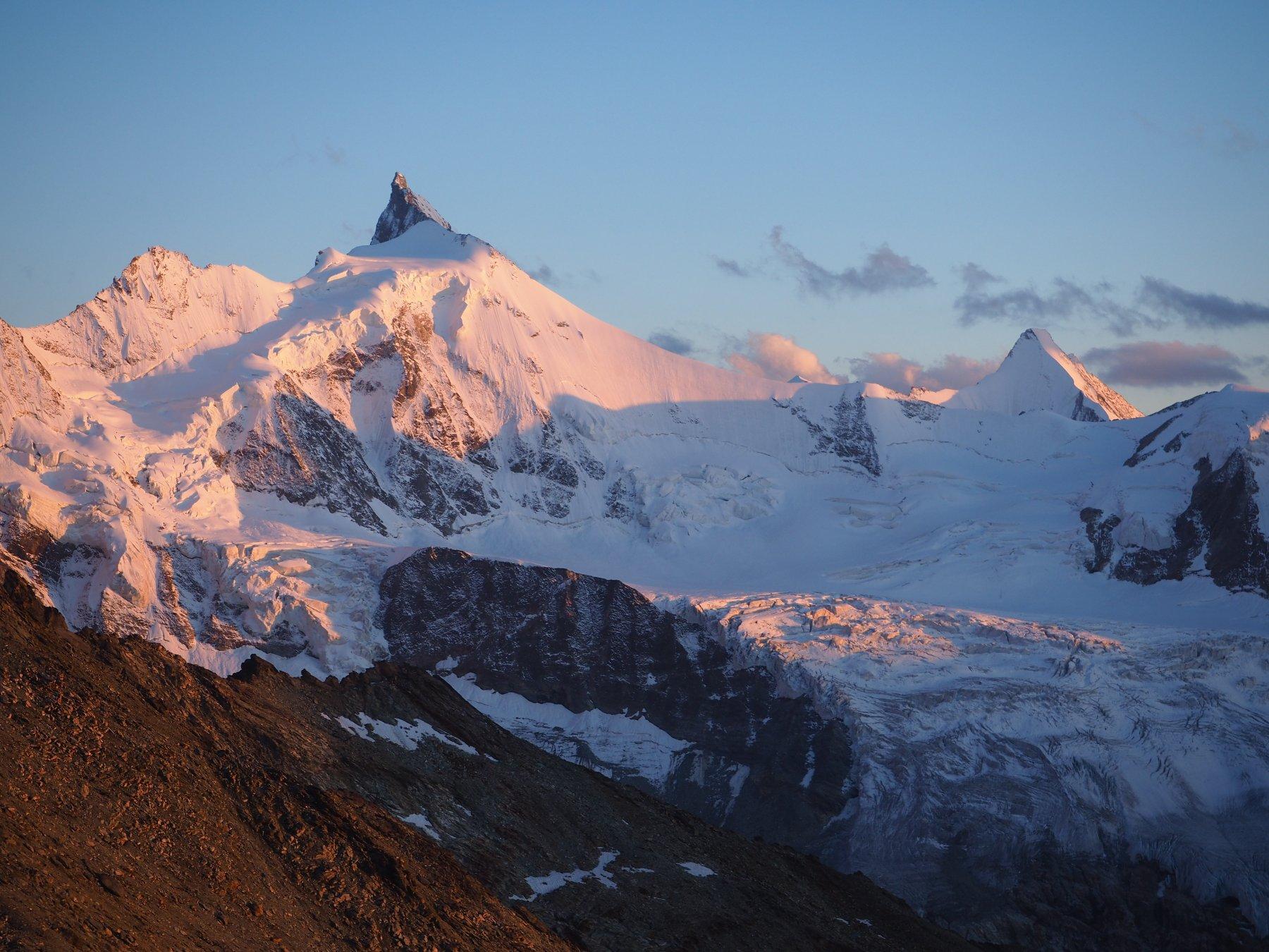 Panorama su Zinalrothorn e su Ober Gabelhorn dal rifugio.