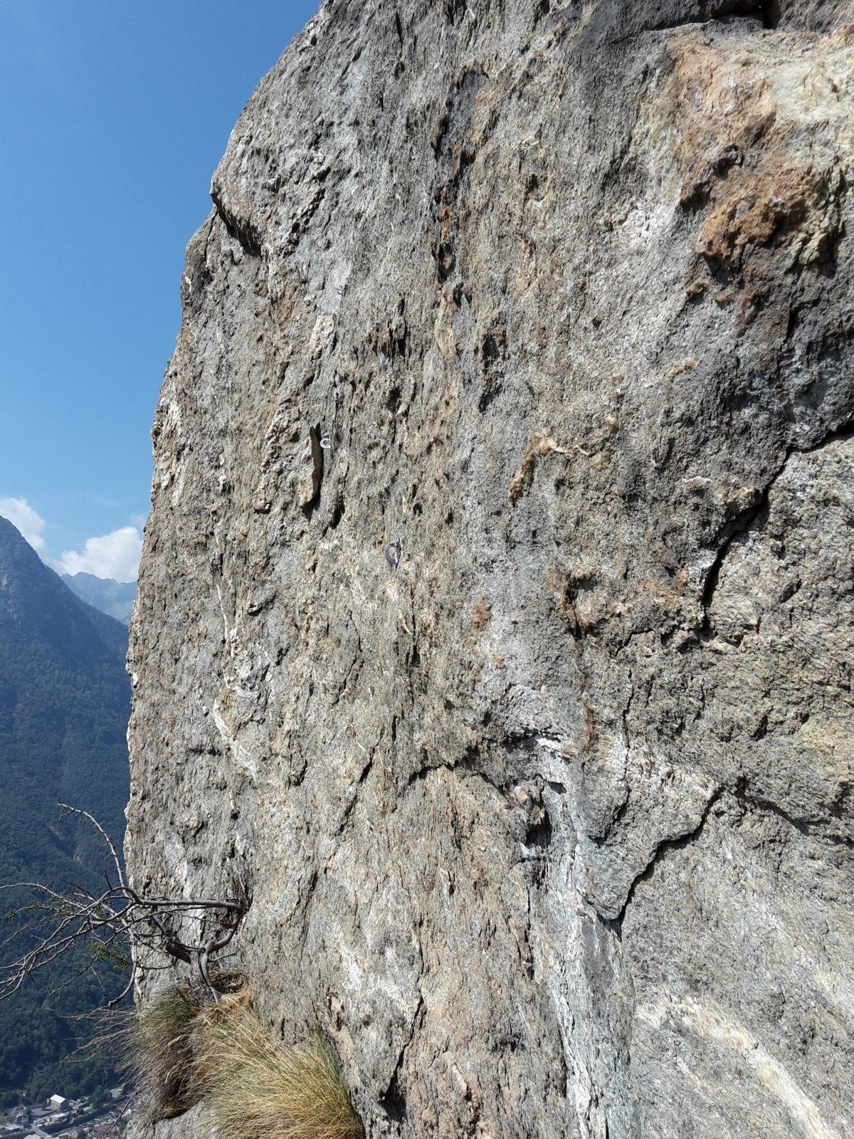 muro verticale del quinto tiro, per fortuna c'è la fessura