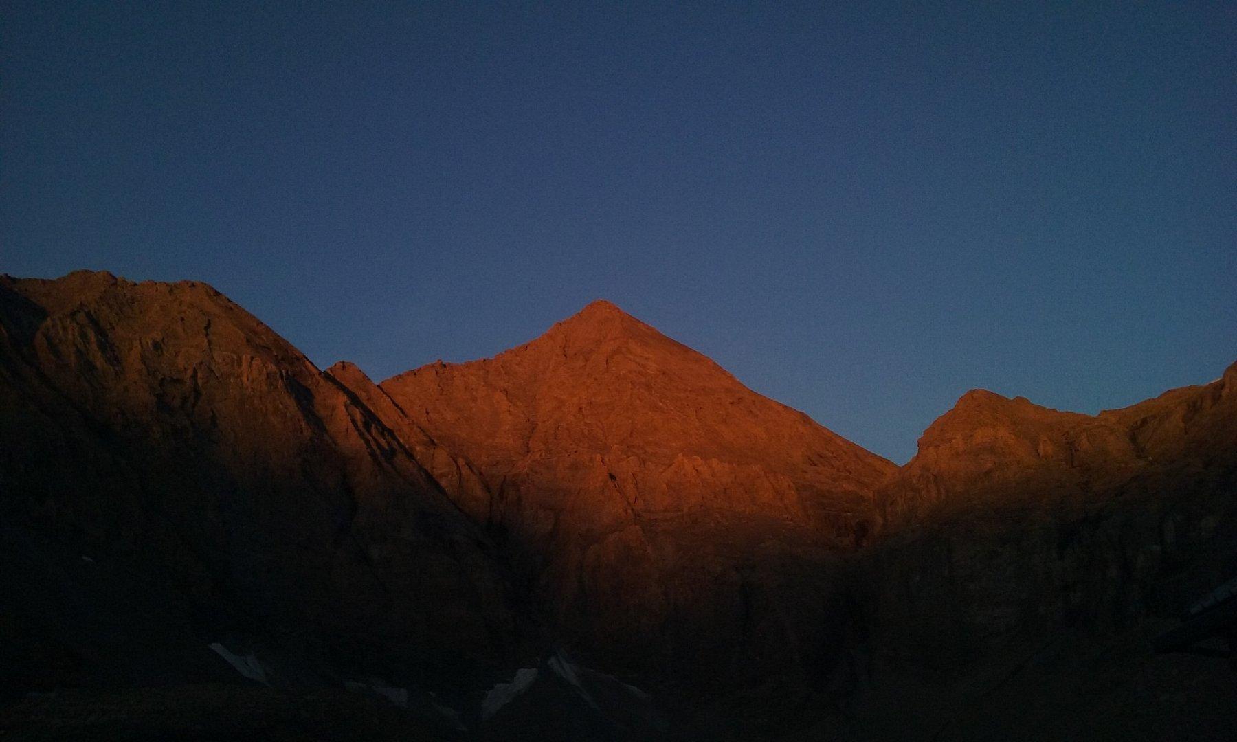 Il Rocciamelone alle prime luci,dal Rifugio Tazzetti