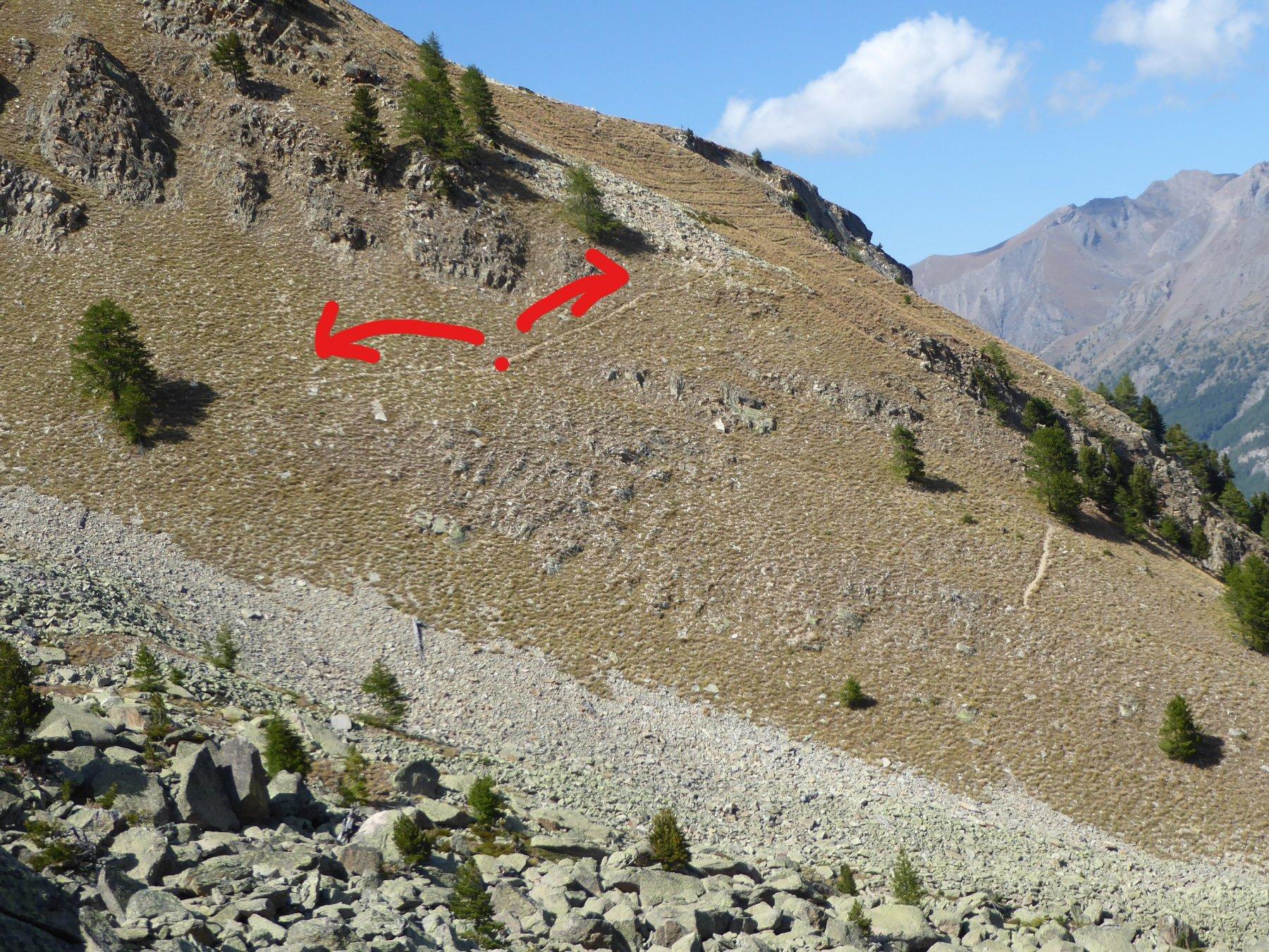 il bivio a 2325 metri: prendere a sinistra, mentre a destra si va verso gli impianti da Cogne