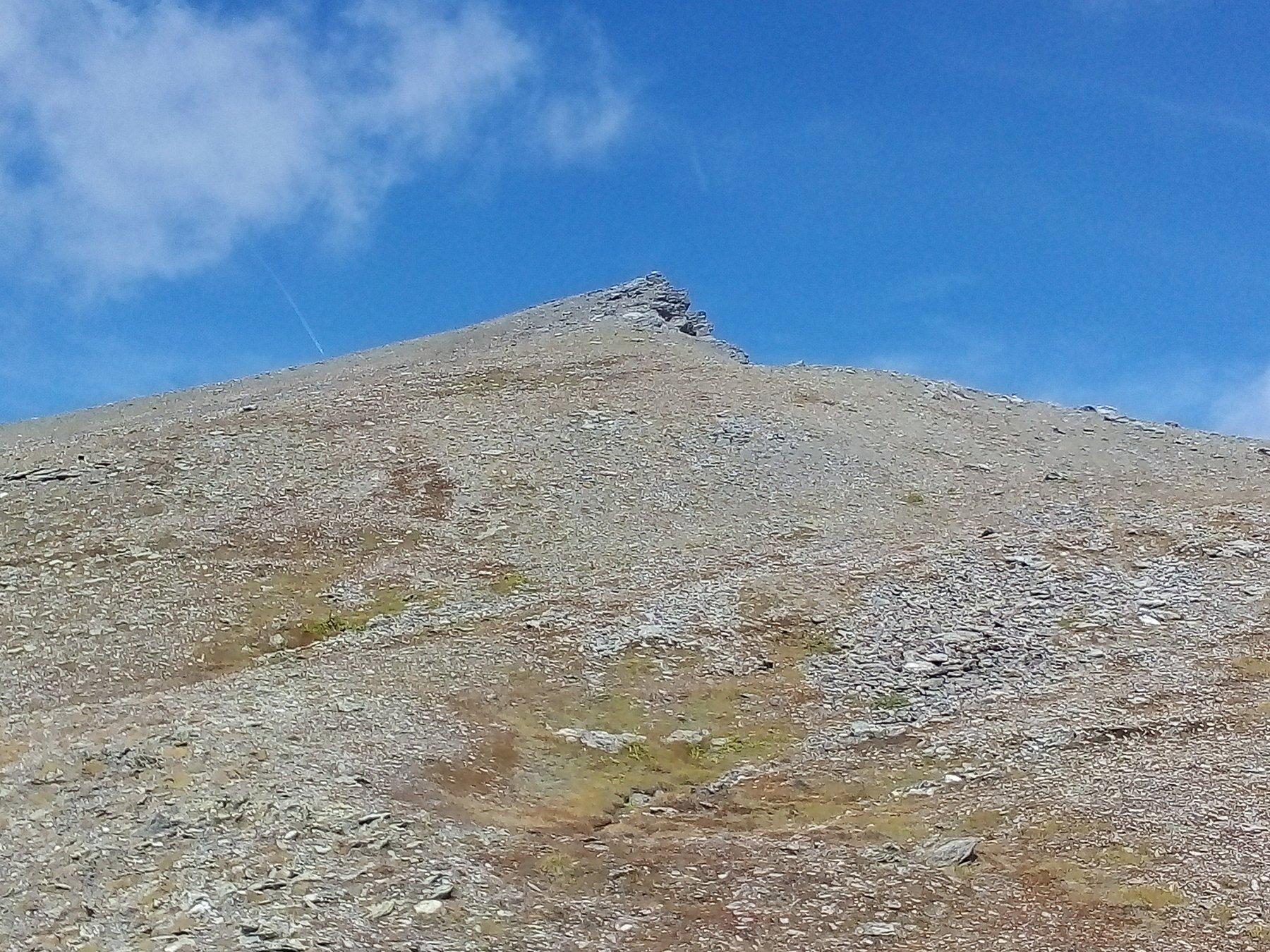 La punta Rasis vista dai pressi del colle Rasis Ovest.
