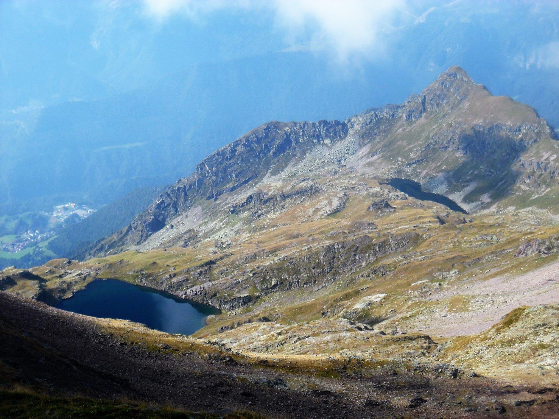Lago di Varro (a sin) e lago di Cornalta dalla cima