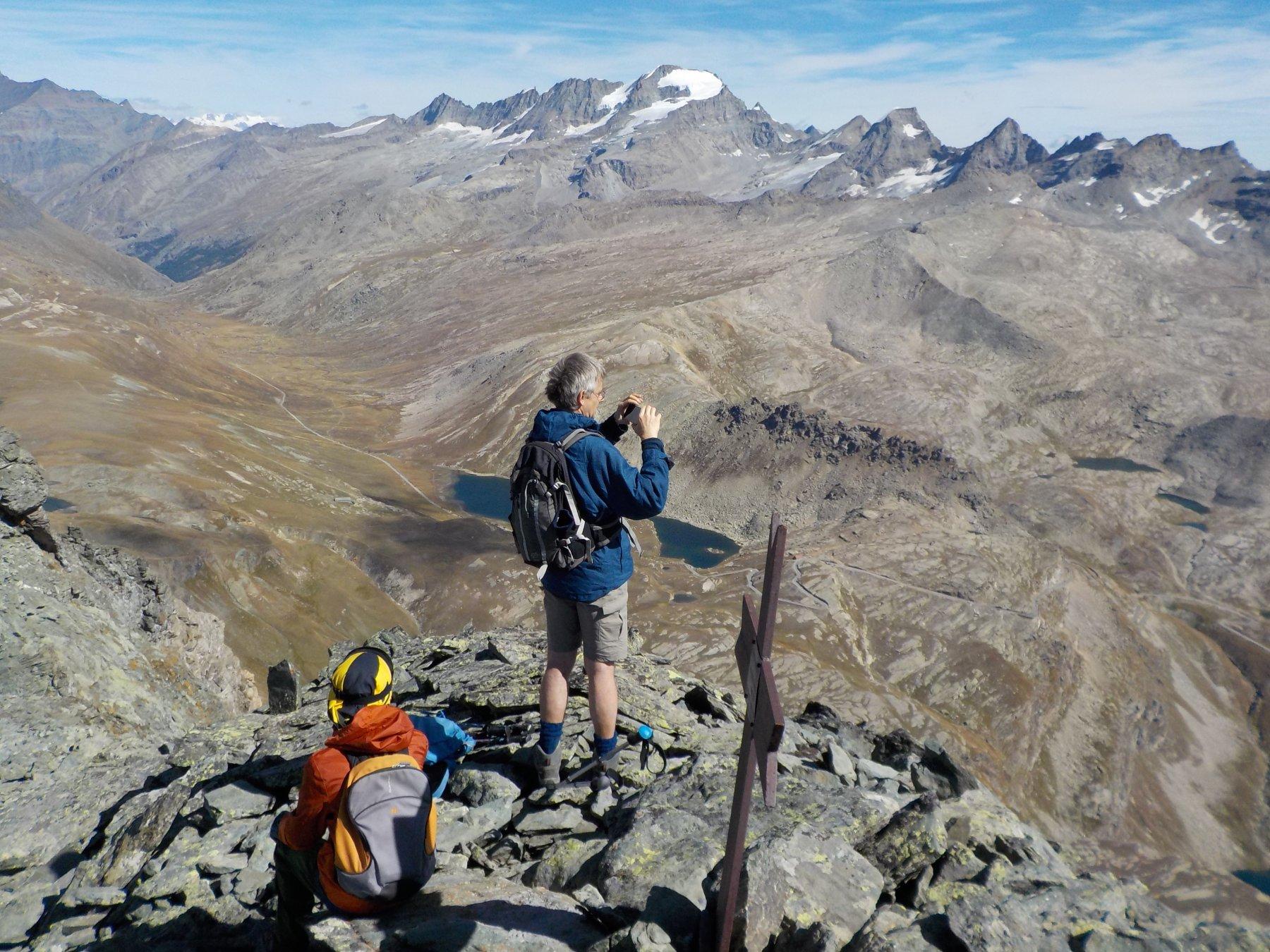 Nel panorama da quota 3.260, naturalmente, anche il Gran Paradiso (foto Valfrè).