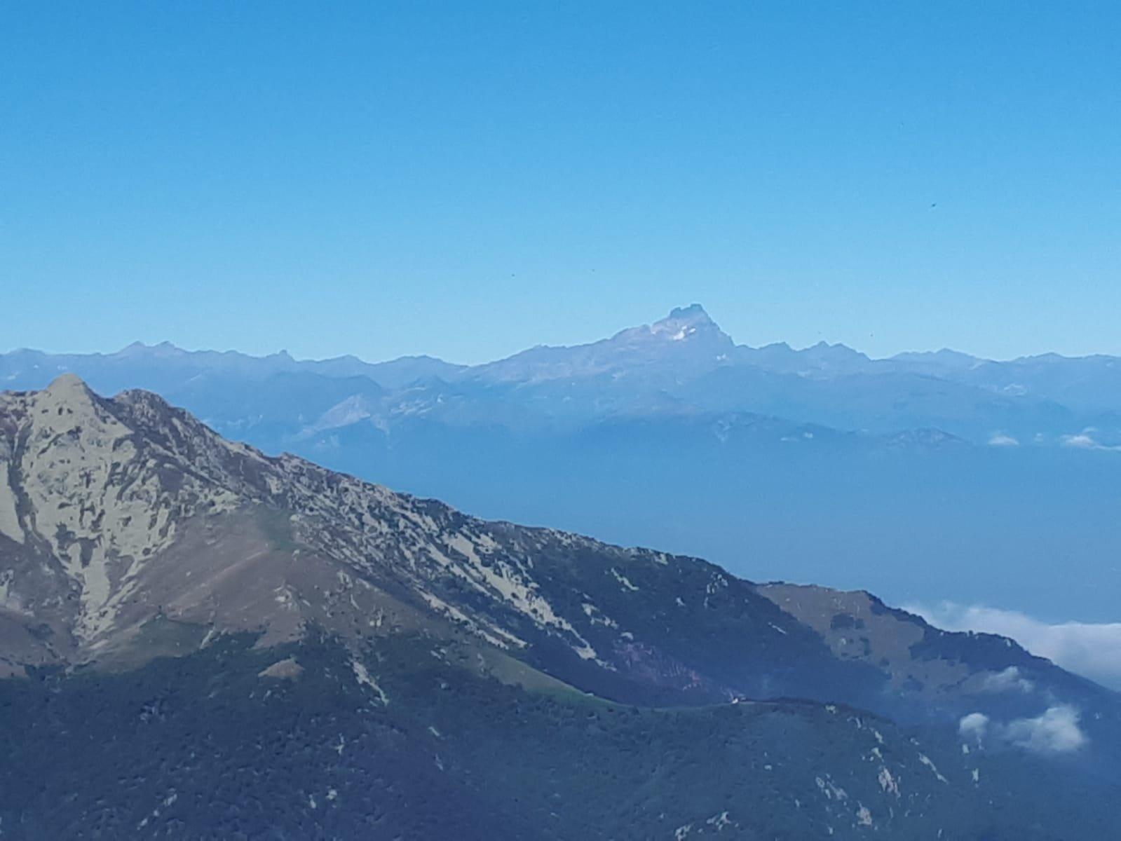 Veduta sul Monviso dalla cima