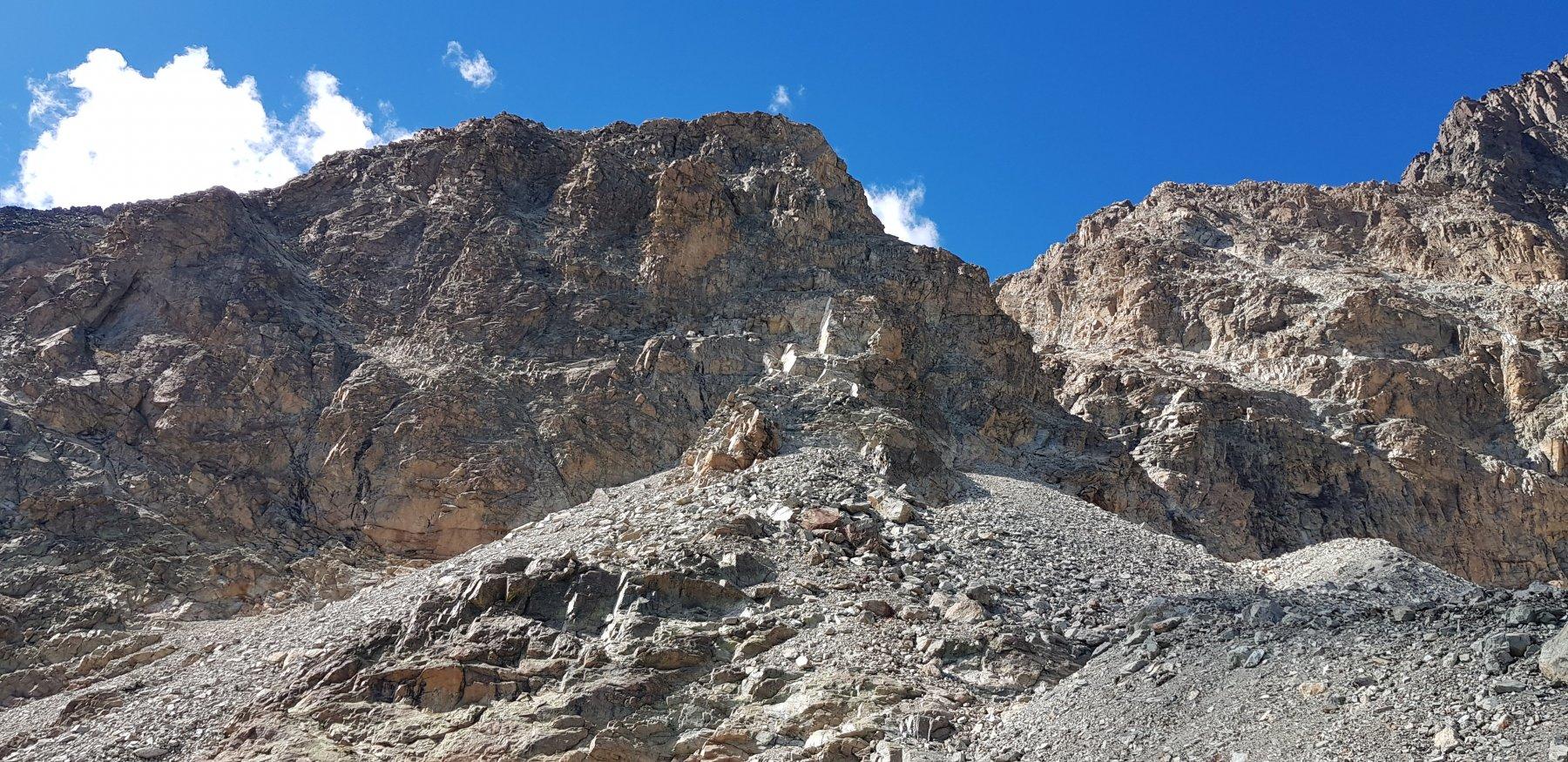 La punta Fiume vista dal bivio per il Biv.Andreotti