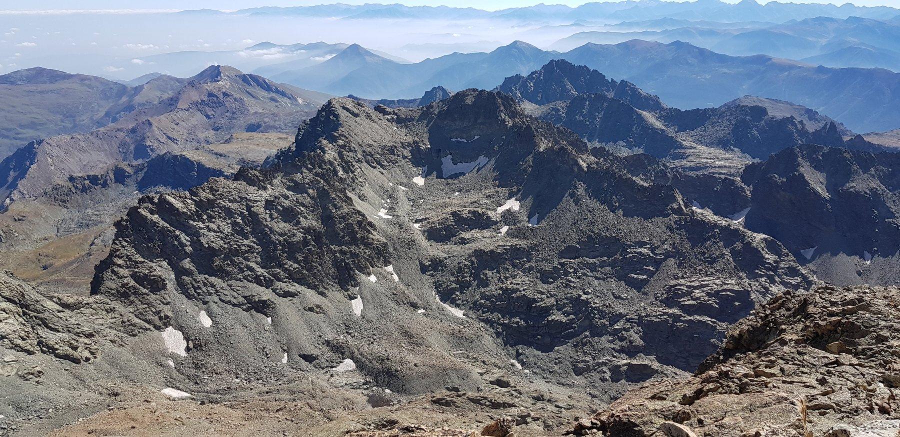 La punta Dante e Michelis viste dalla cima della Punta Fiume