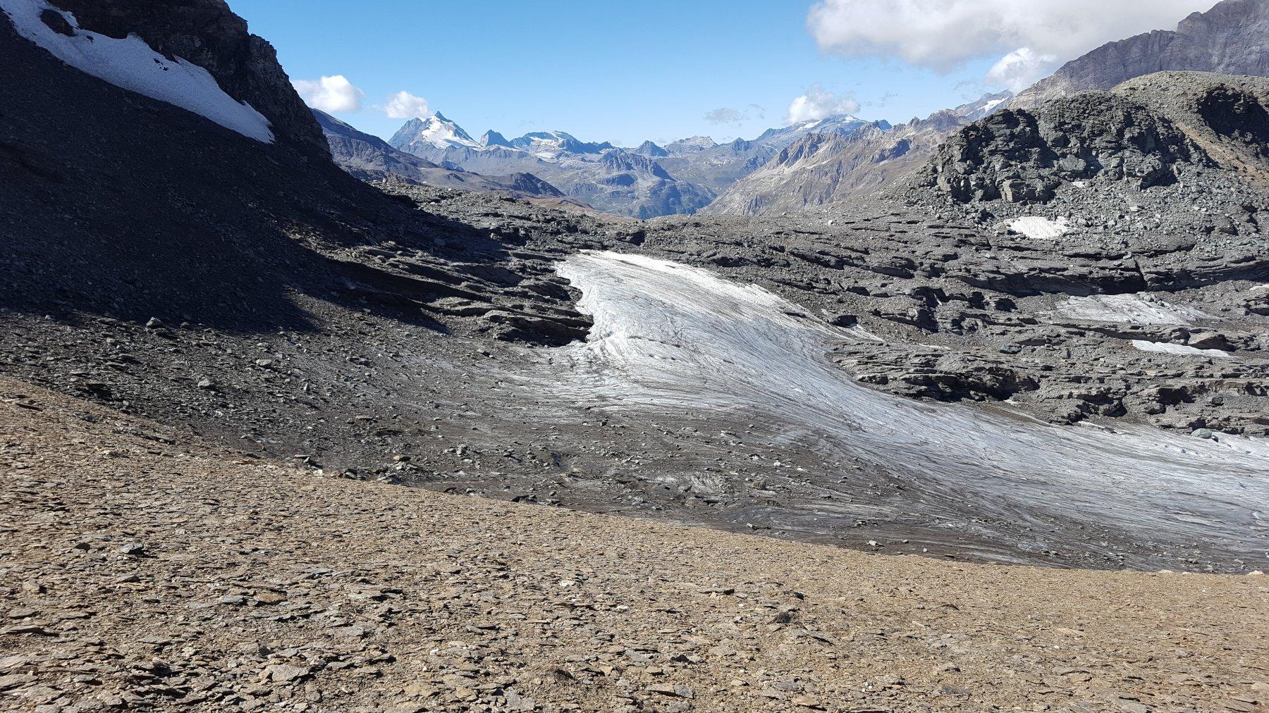 Il Colle della Vacca con quel che resta del ghiacciaio della Losa