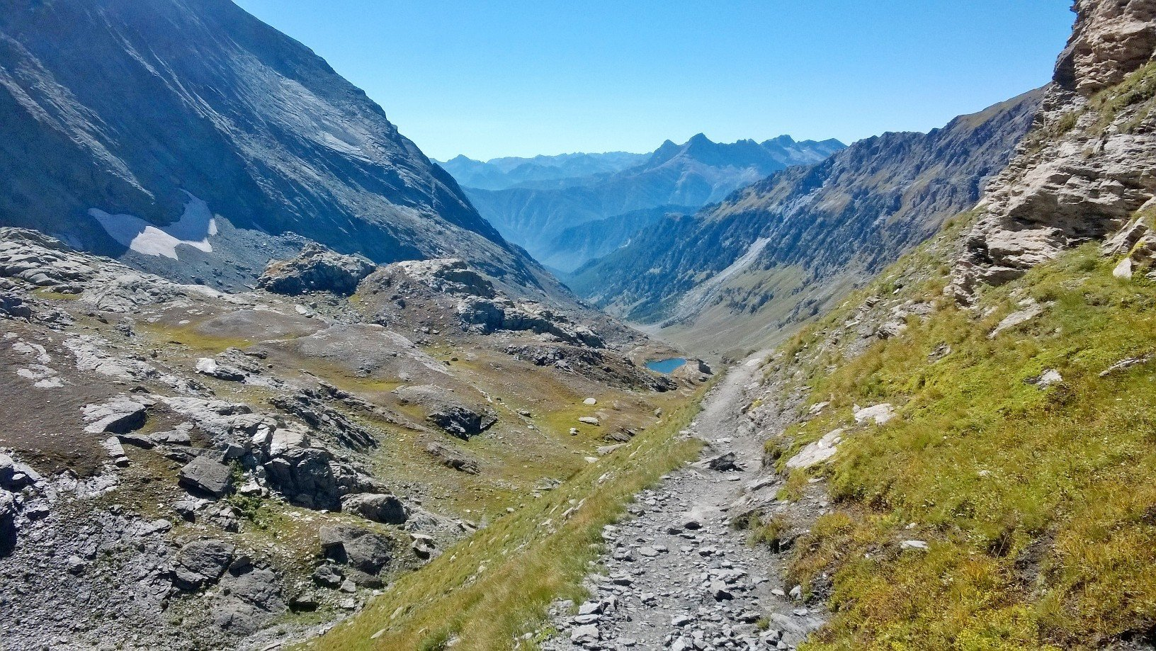 Salendo al Passo Vallanta