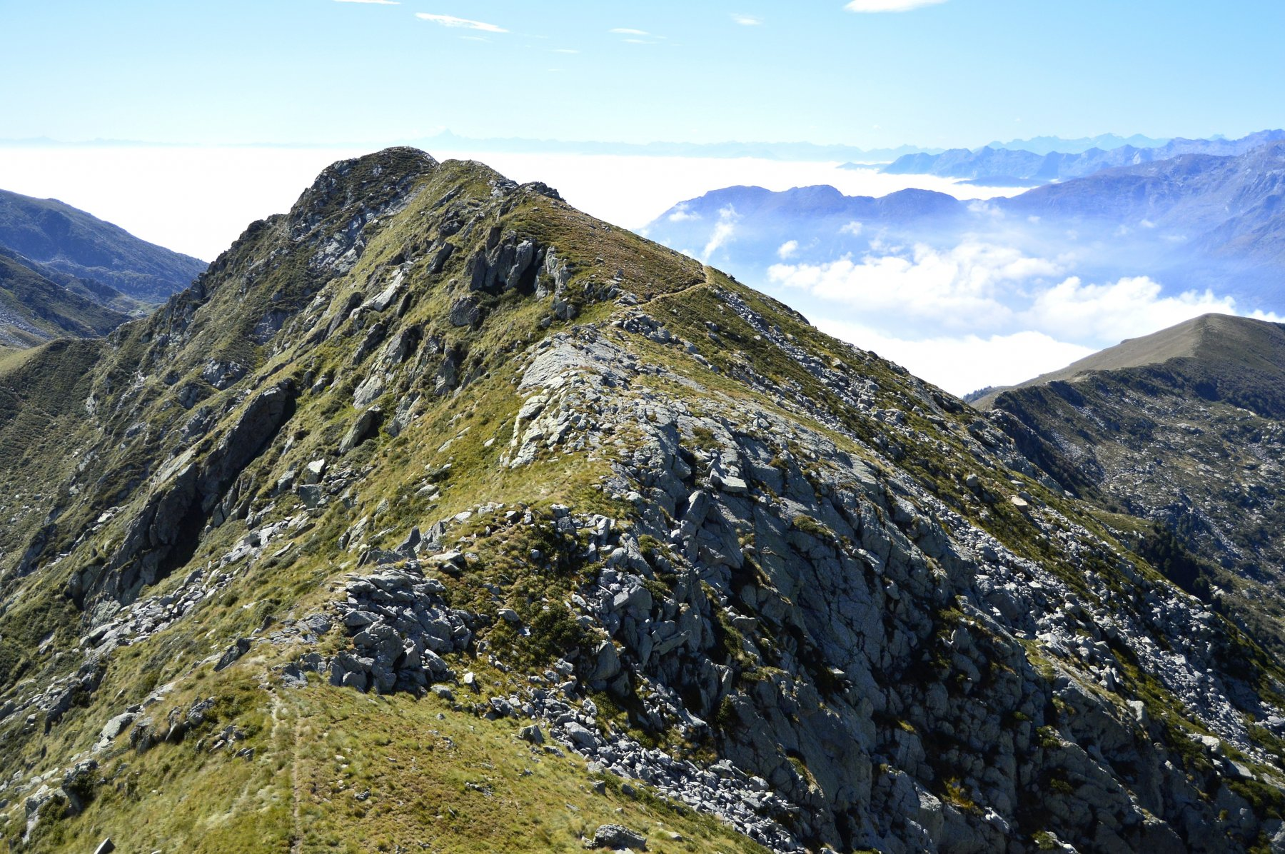 Dall vetta del Bechit, la cresta che porta al Roux