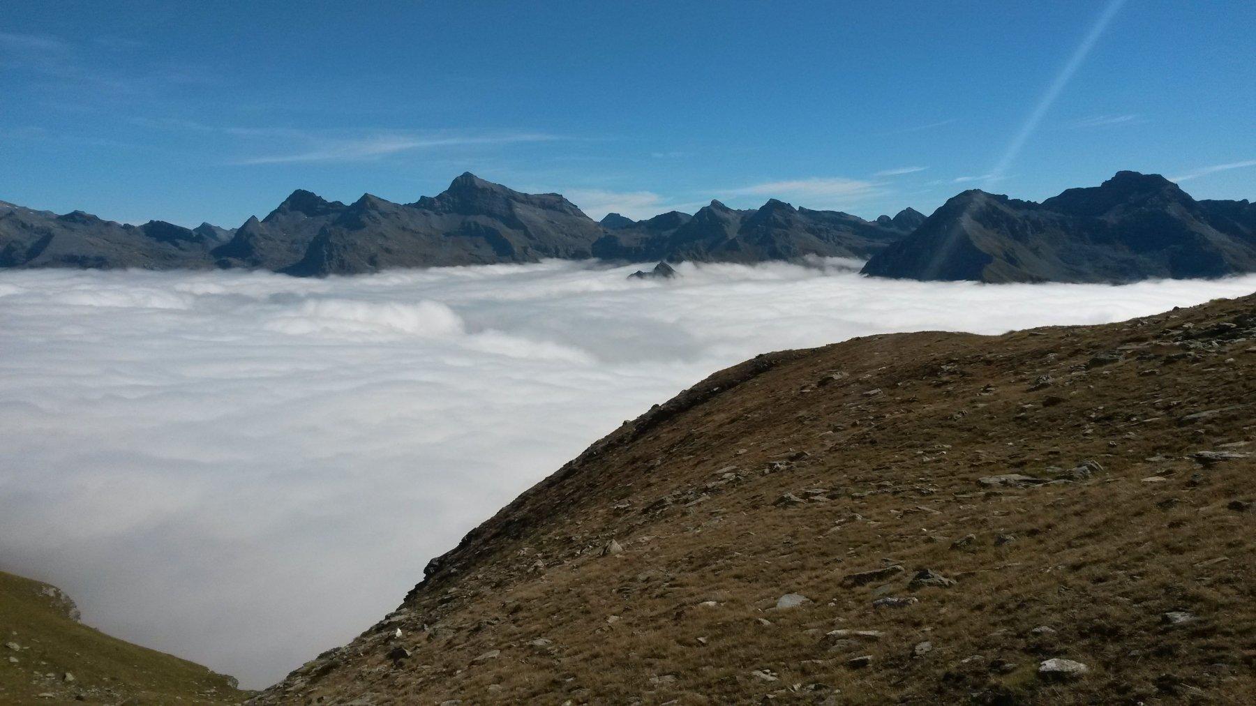Mare di nubi  con il Testa Grigia