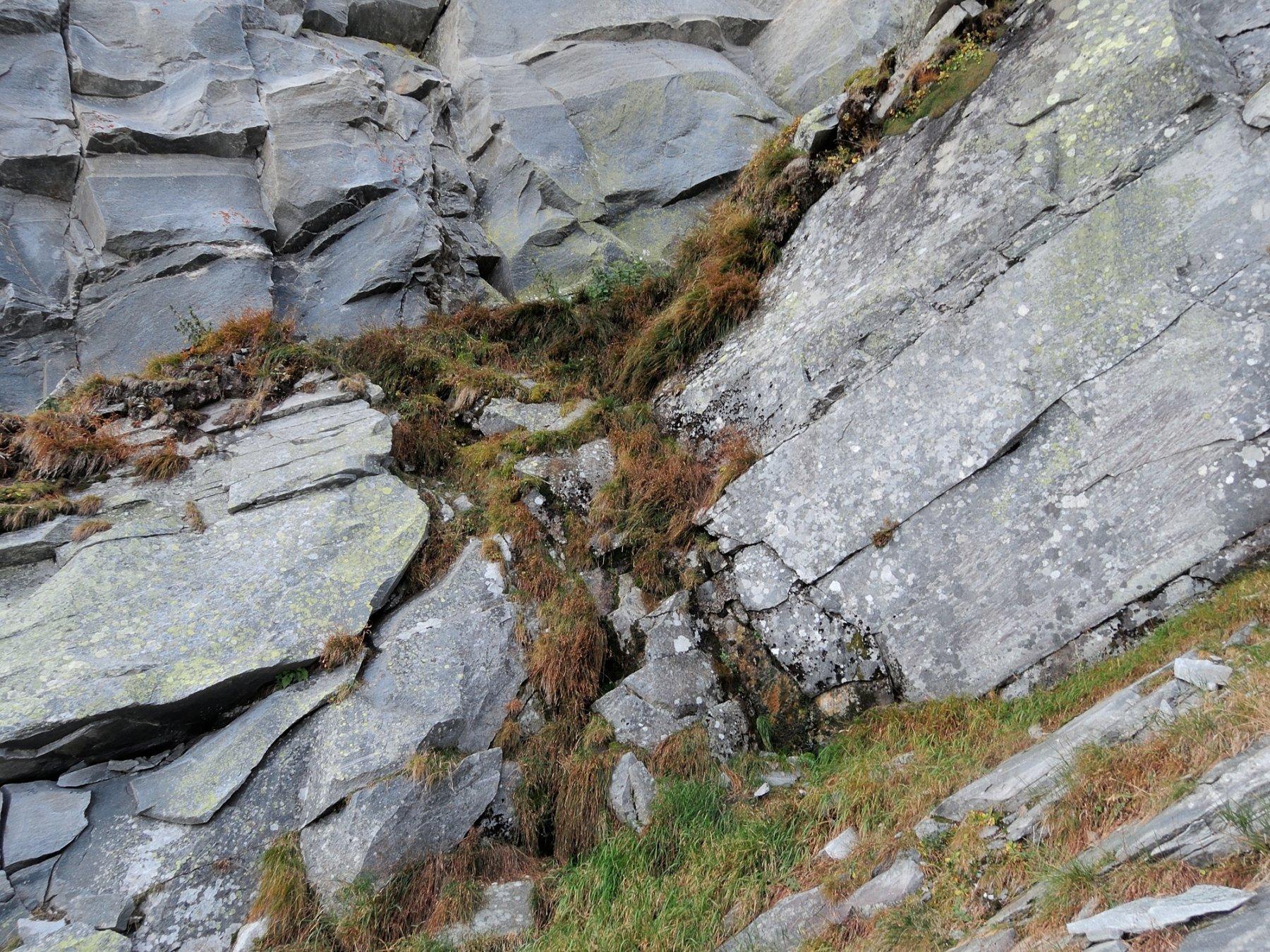 Salto di roccia per raggiungere la forcella