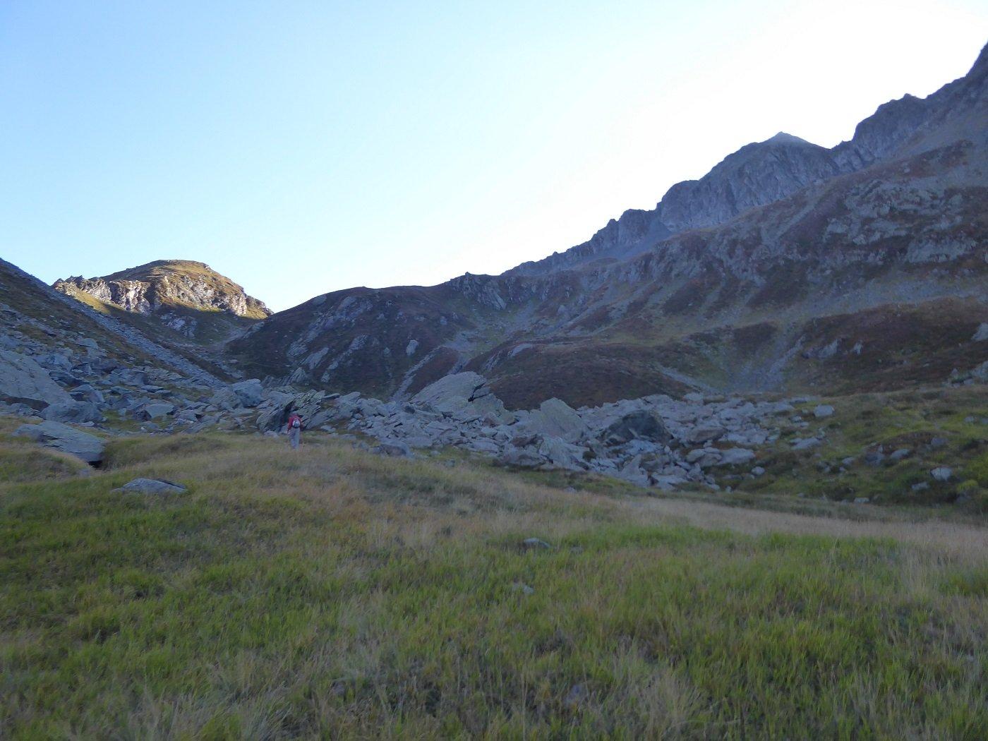 Nei pressi dell'Alpe Pasquale. In alto a DX il PIzzo Montalto.