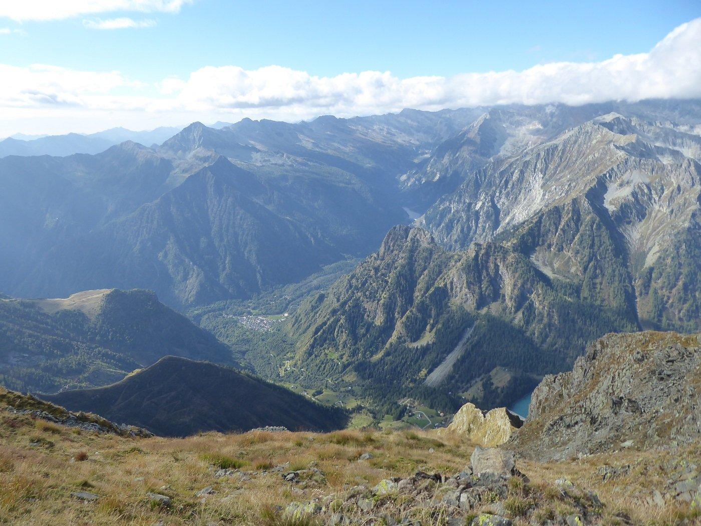 Panorama dalla vetta verso la Valle Antrona.
