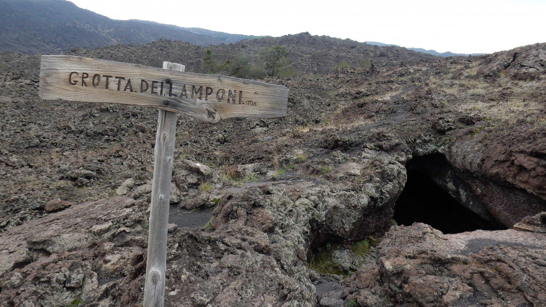 Visita alla Grotta dei Lamponi.