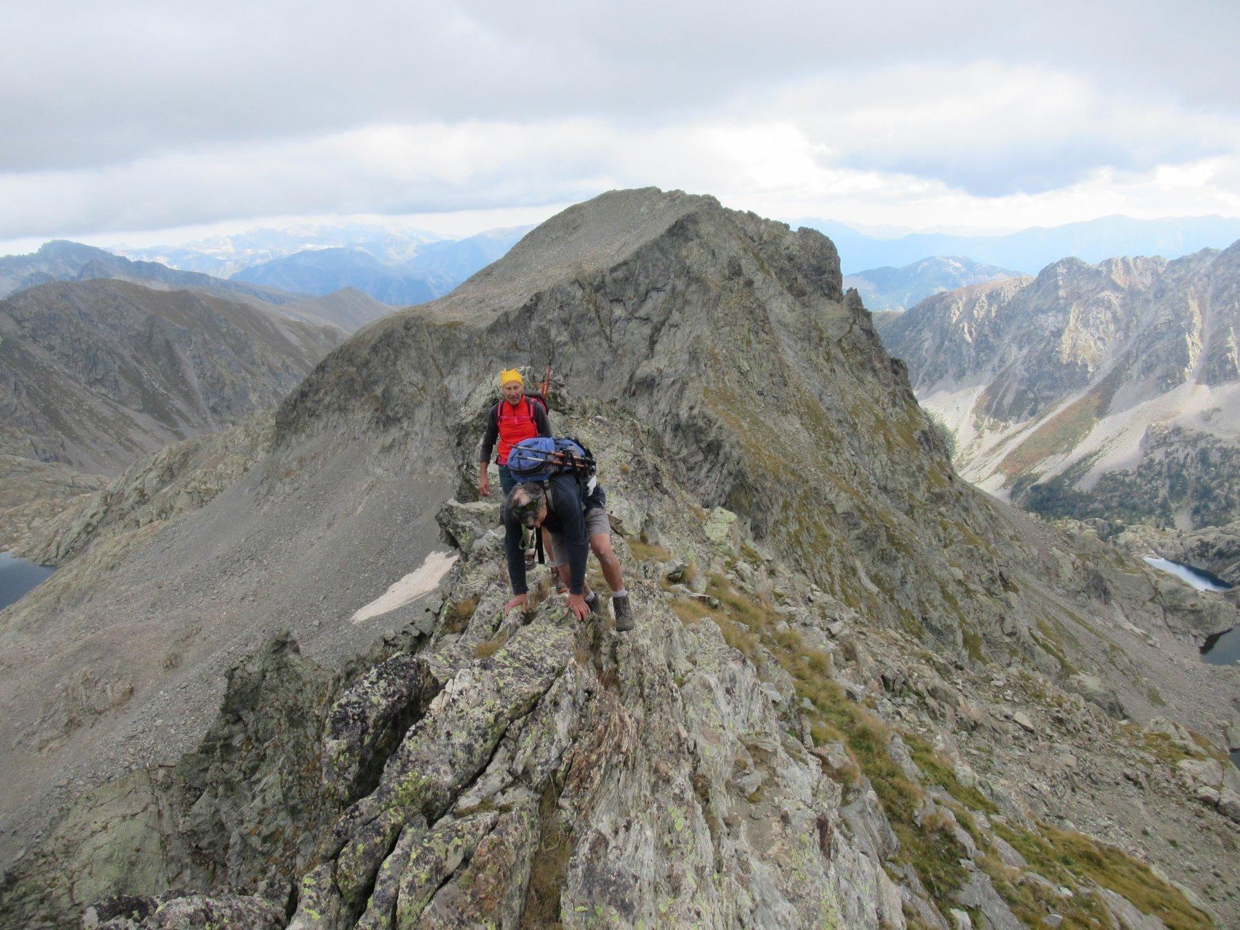 Sulla cresta per Cima Cossato e dietro la Charnassere ovest.