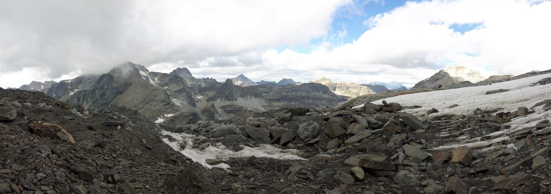 Panoramica dalla terminale del glacio-nevaio verso il Bivacco Blais.