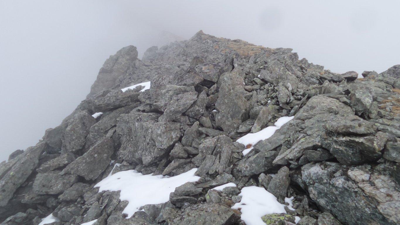 la vetta della Punta di Arpisson vista dalla quota 2978 m