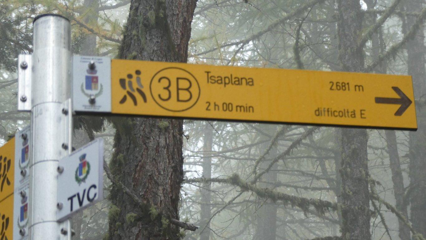indicazioni e cartelli sempre presenti ad ogni bivio