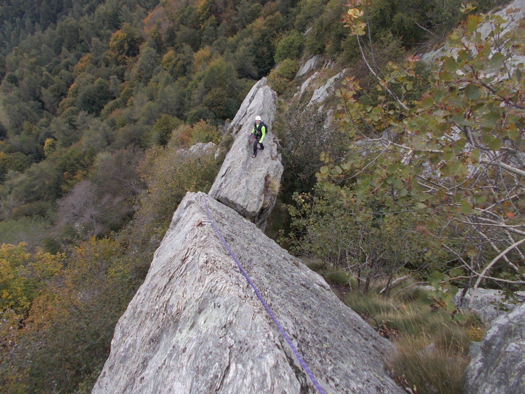 effettivamente aerea la sosta alla base dell'ultima lunghezza di corda..