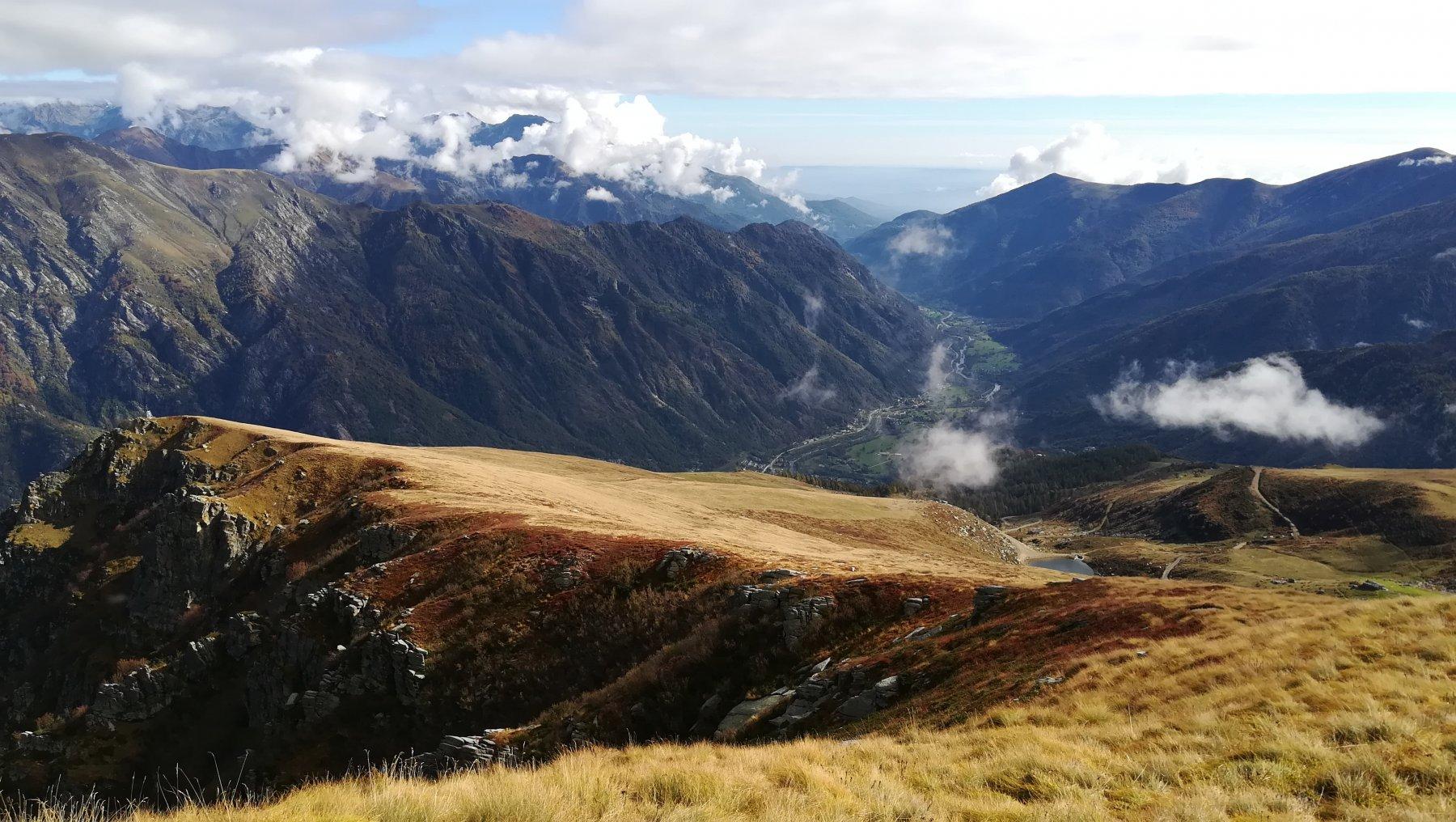 Bella vista sulla bass valle Orco dalla cima