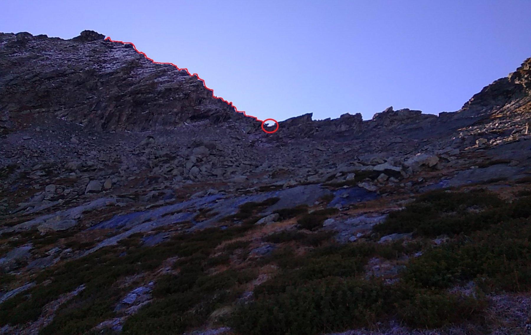 Il colle e la cresta dalla pietraia