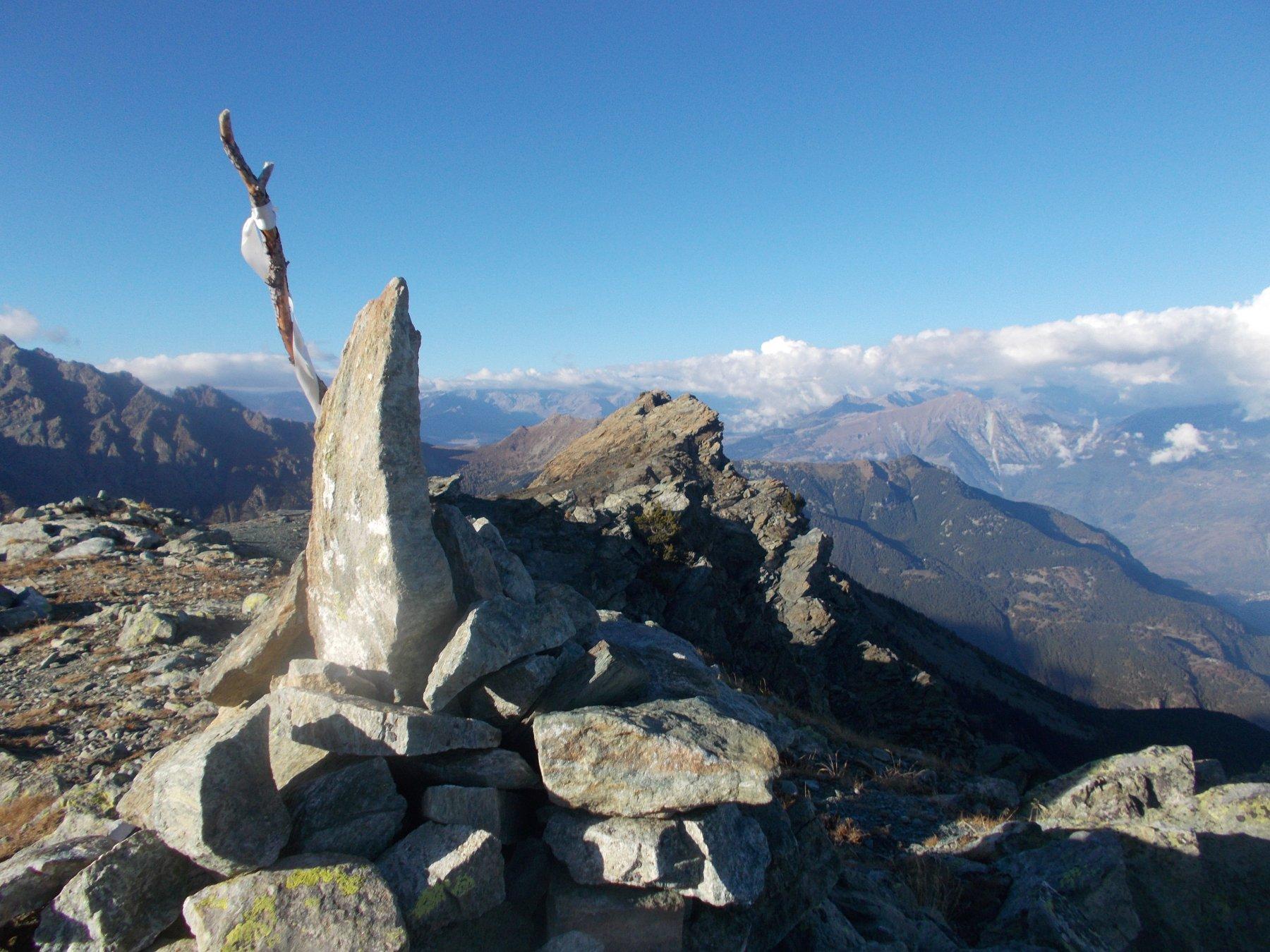 dalla cima Piana la cresta percorsa in tutta la sua lunghezza..