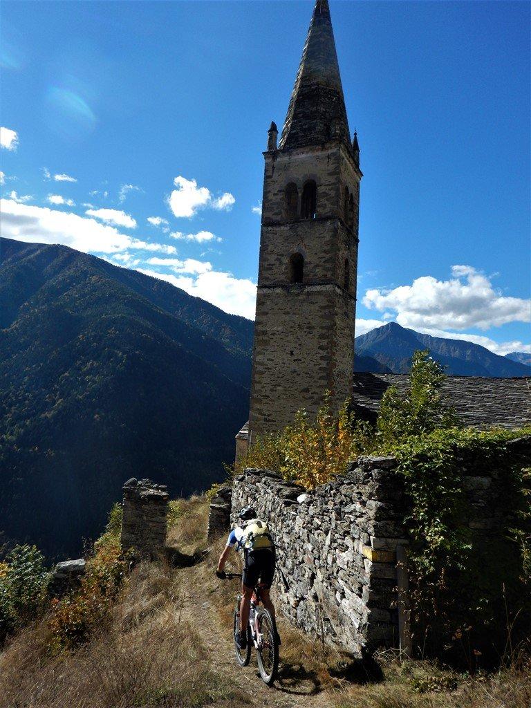 Nik e lo stupendo campanile di S.Peyre