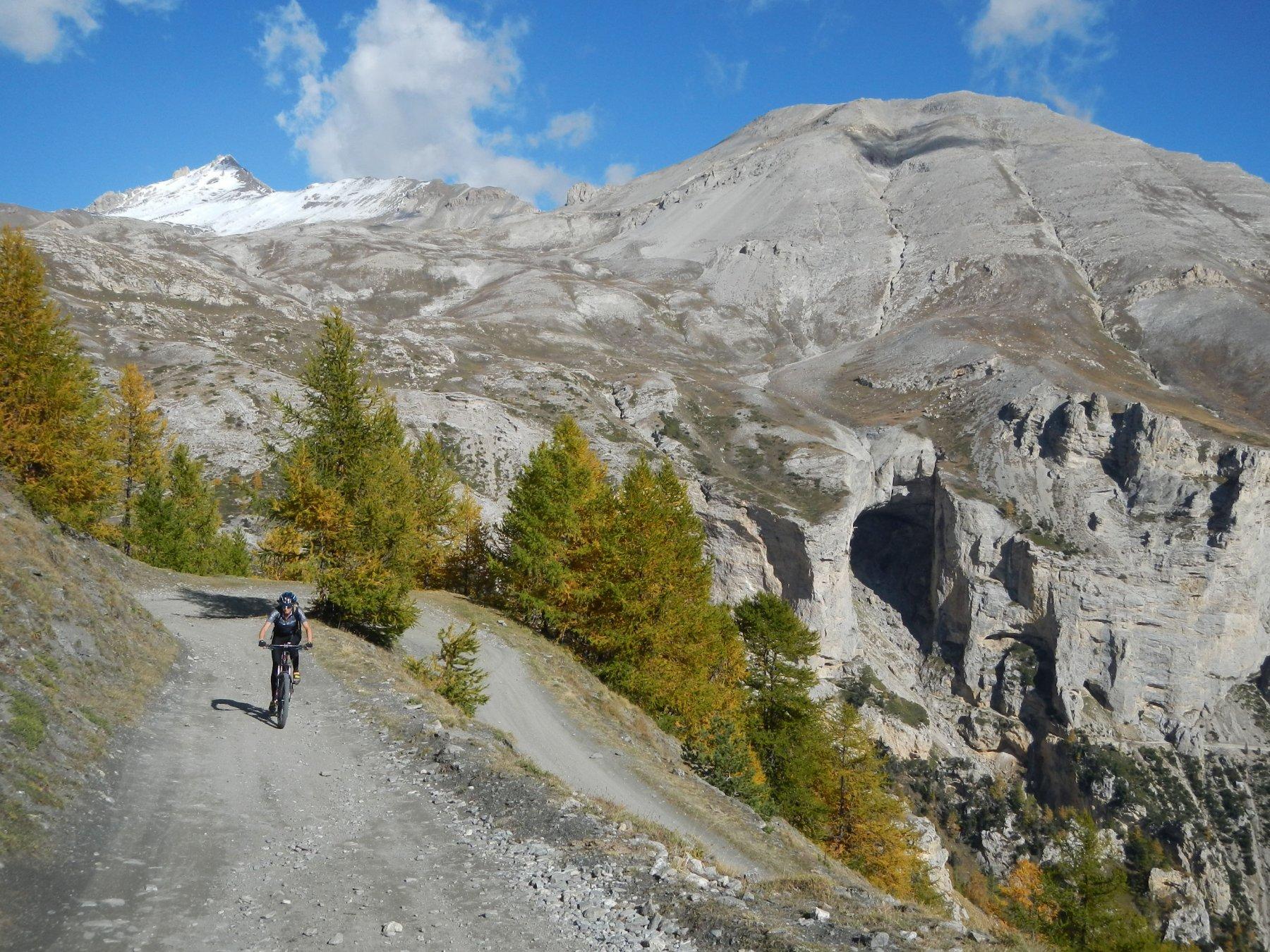 Cima del Vallonetto innevata e Monte Seguret