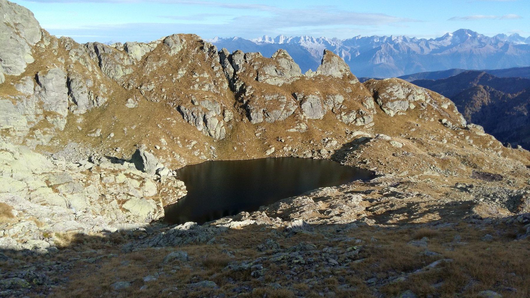 Lago Piazzotti - all'orizzonte da sx Cengalo -Badile e Disgrazia