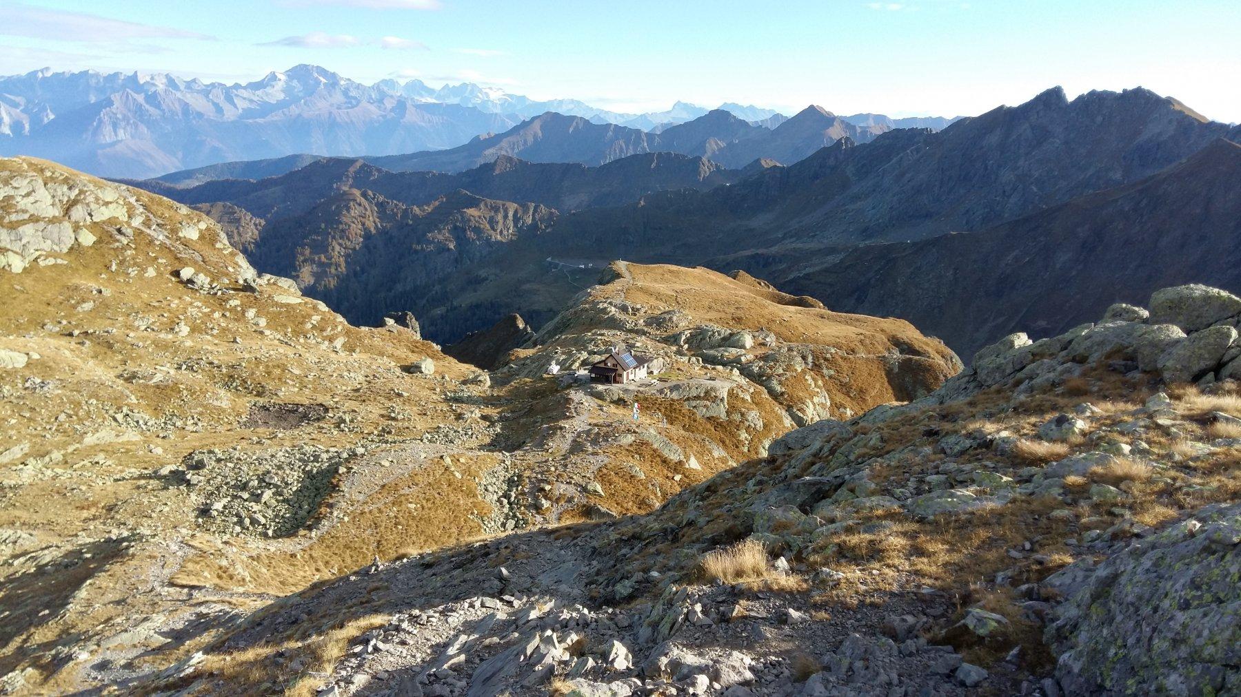 Rifugio Benigni - in lontananza il Bernina