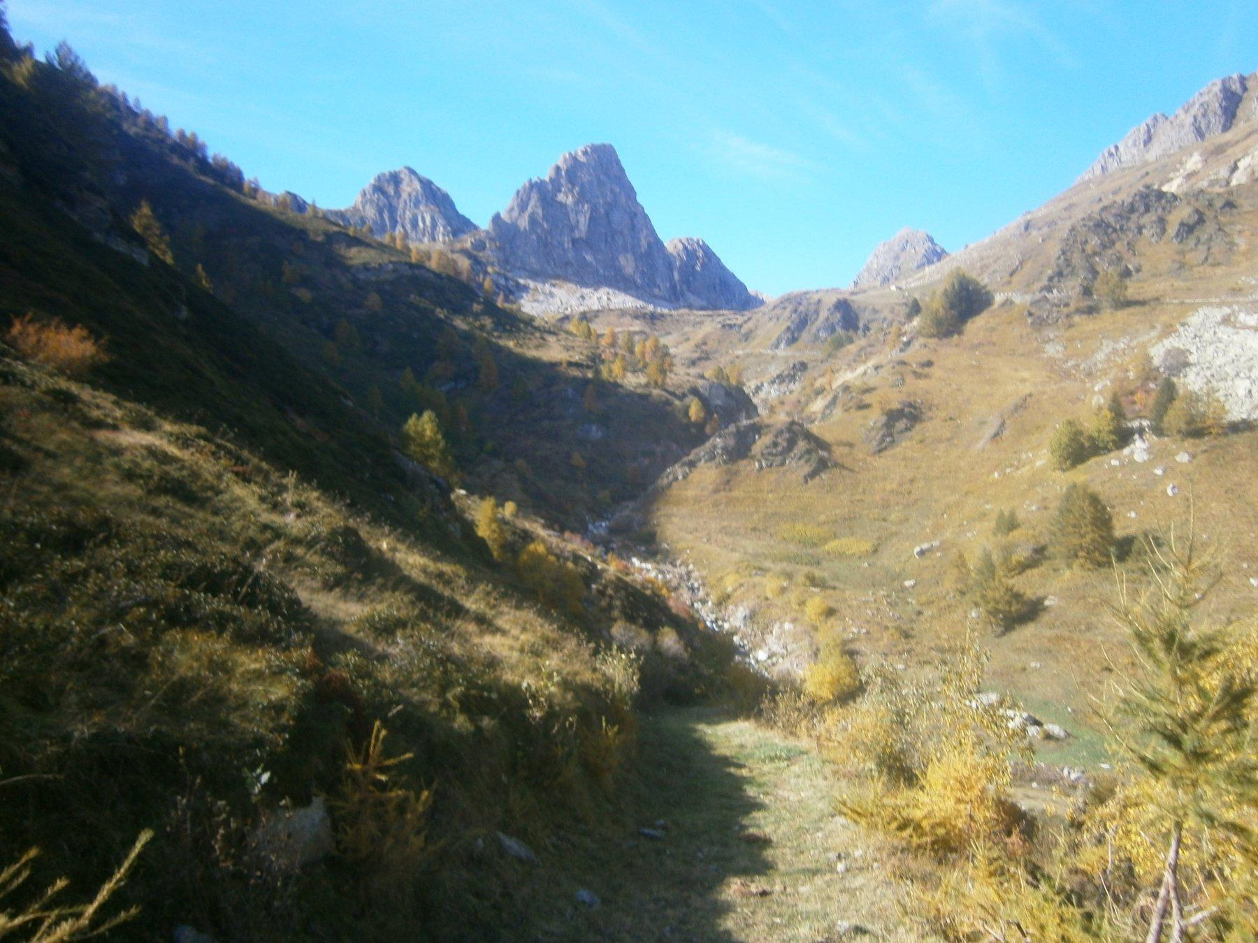 Rocca Parvo dal sentiero del vallone Inciastar