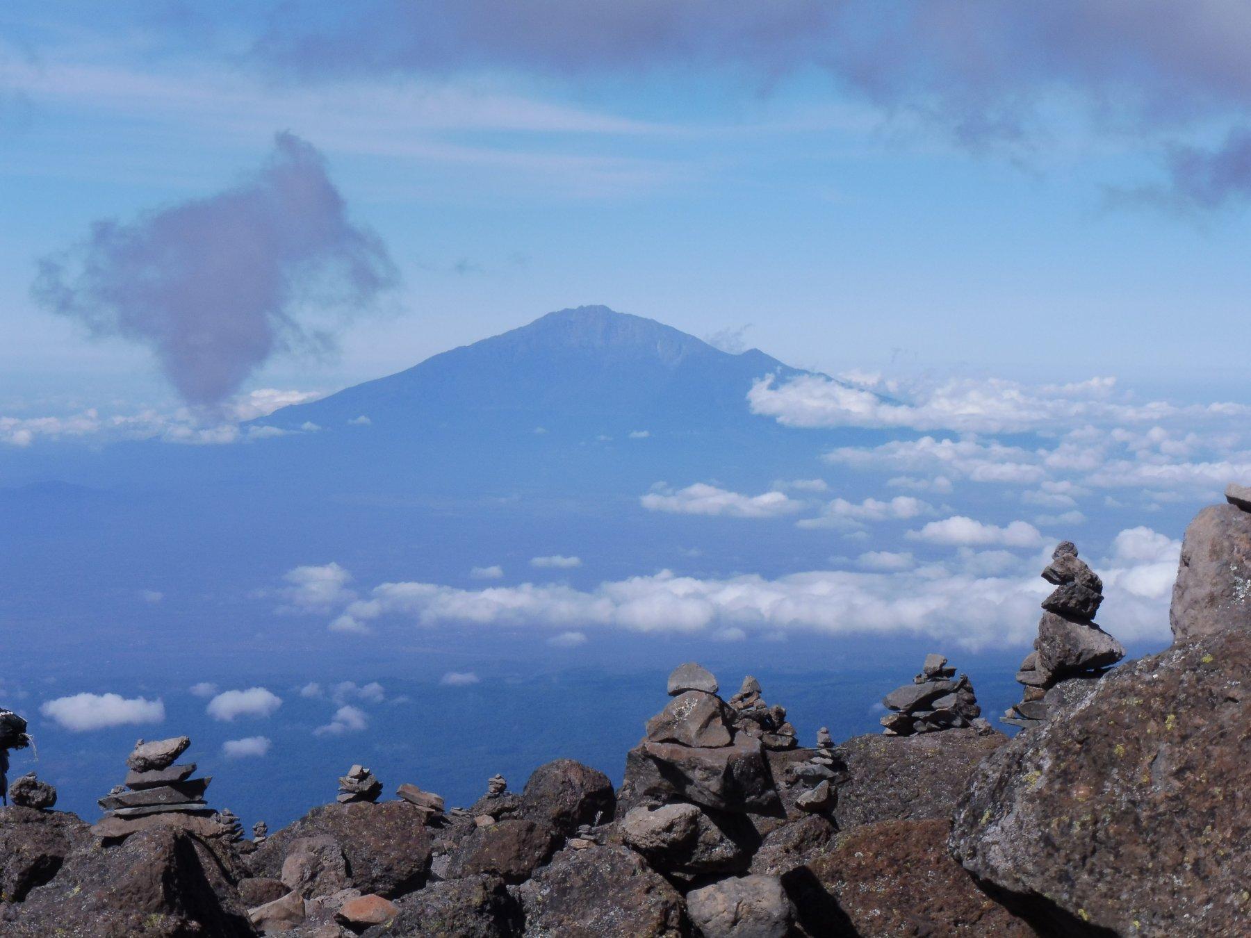 uno sguardo verso il Monte Meru a ovest del Kilimanjaro