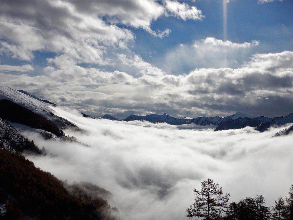 Rientro nella trapunta di nebbie