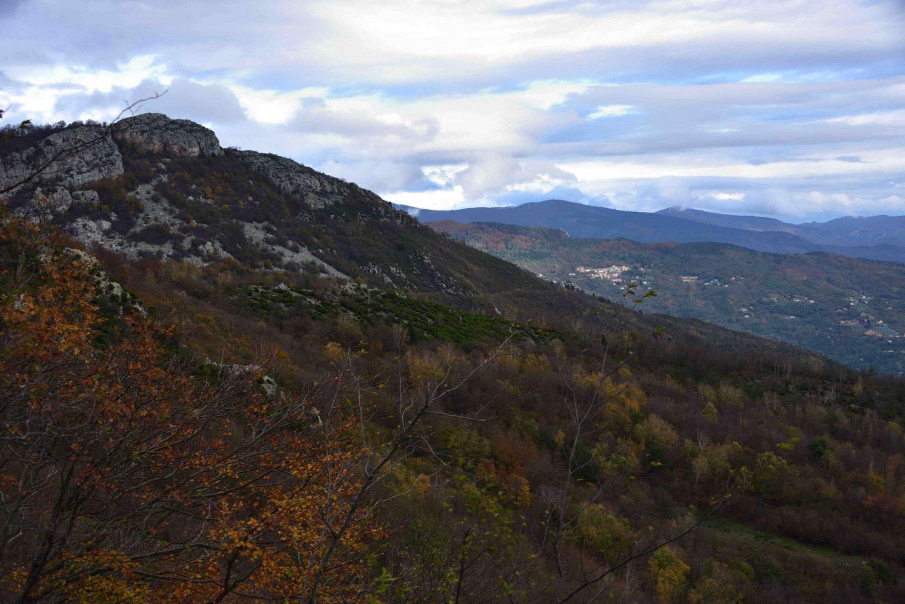 Veduta verso il Bric Aguzzo.