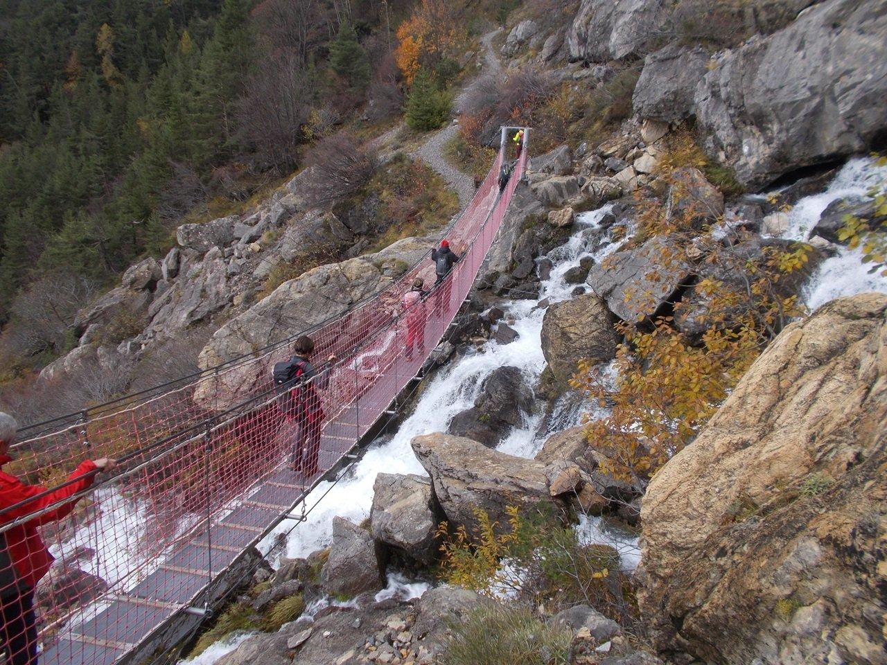 il ponte tibetano alle Vene del Tanaro