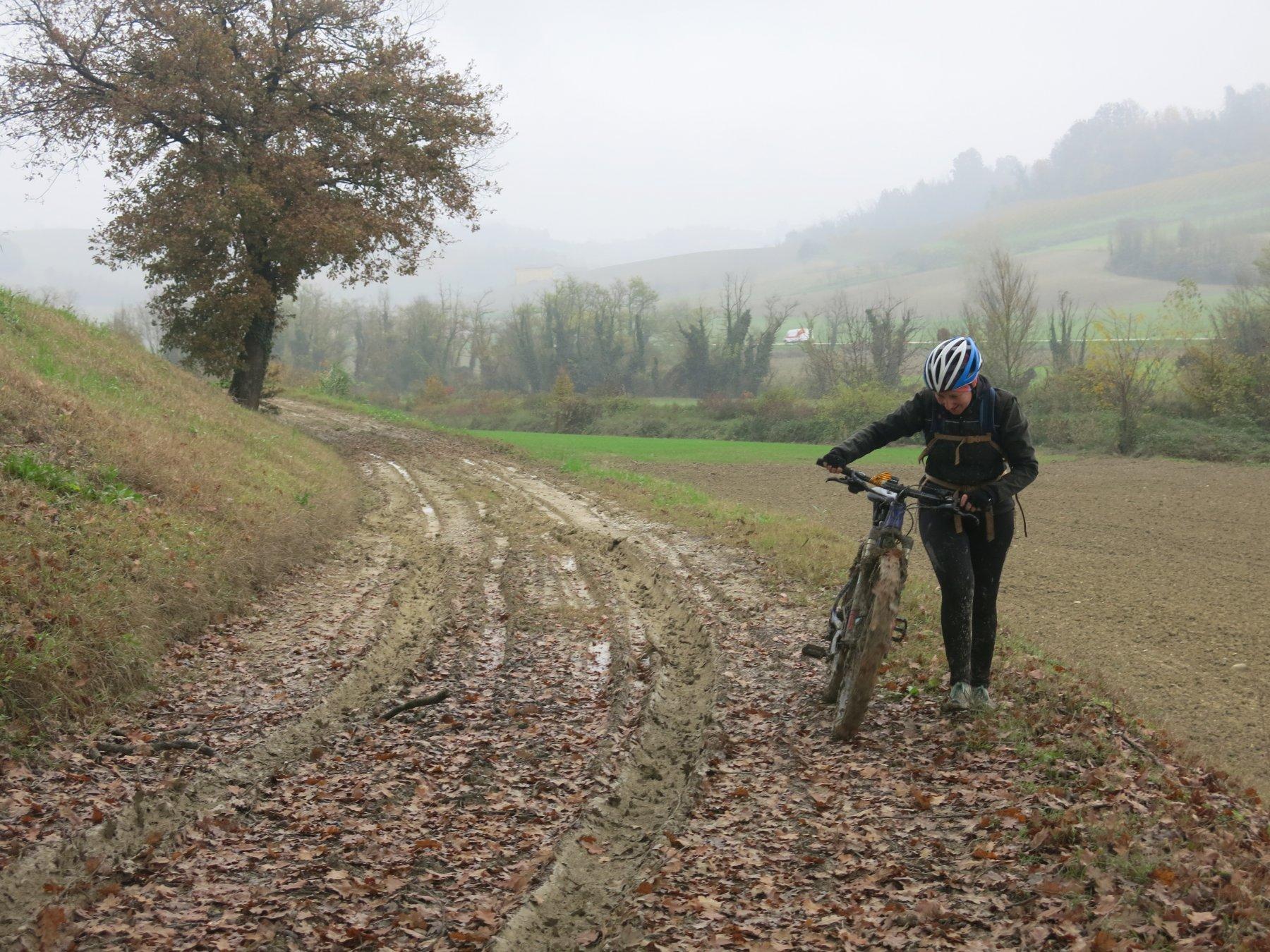 Nella seconda metà dell'itinerario il fango ci ha creato qualche problema... Non grave, comunque, e solo per brevi tratti.