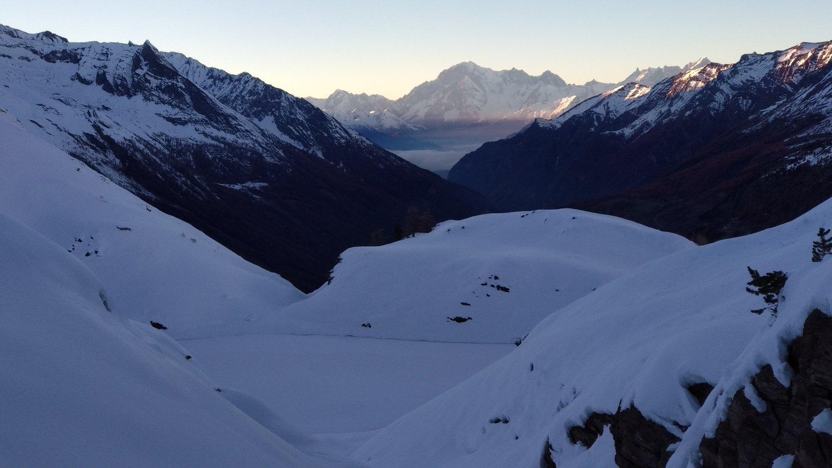 Lago Loye e monte Bianco sullo sfondo