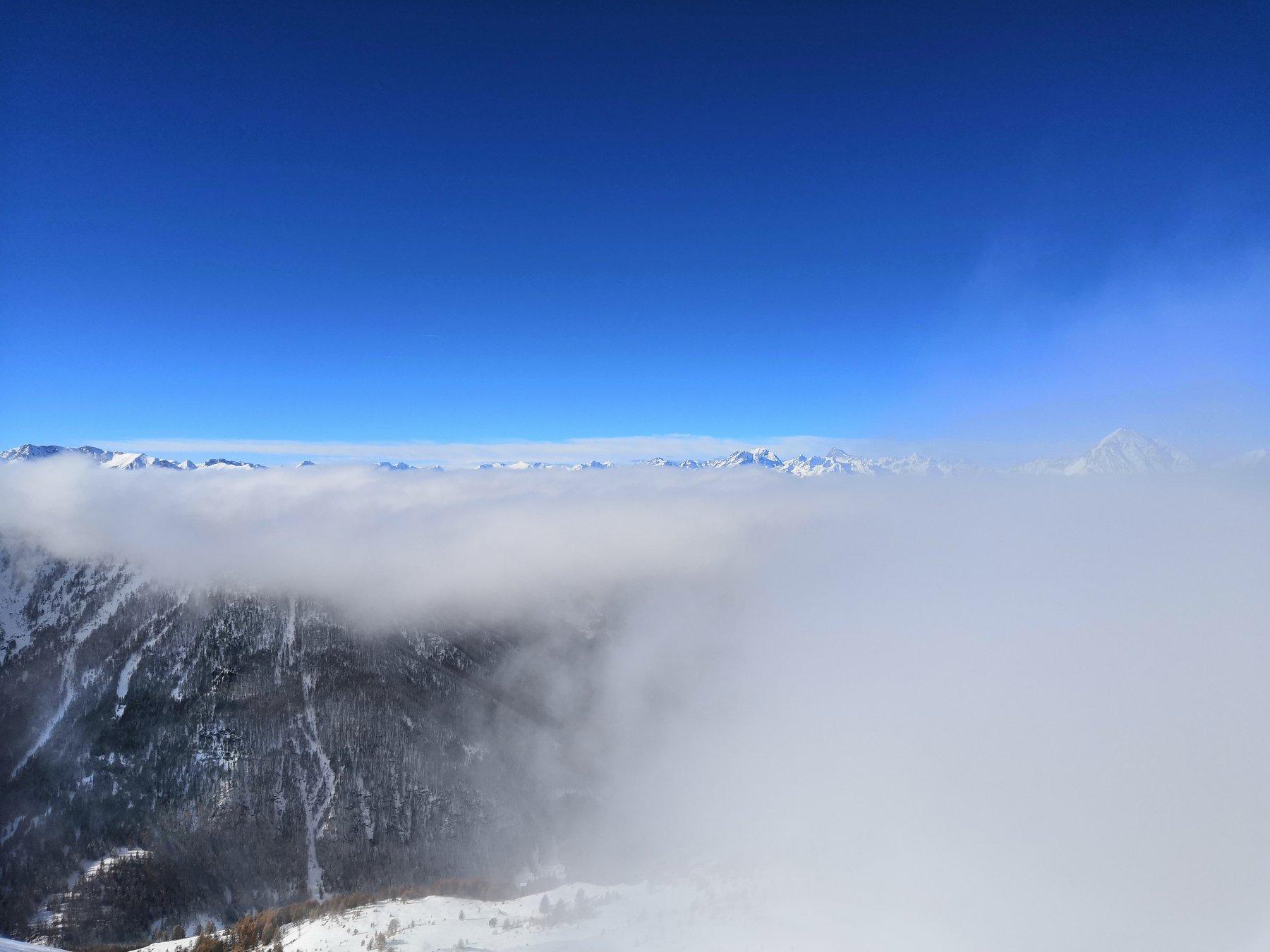 Nuvole a mezz'aria