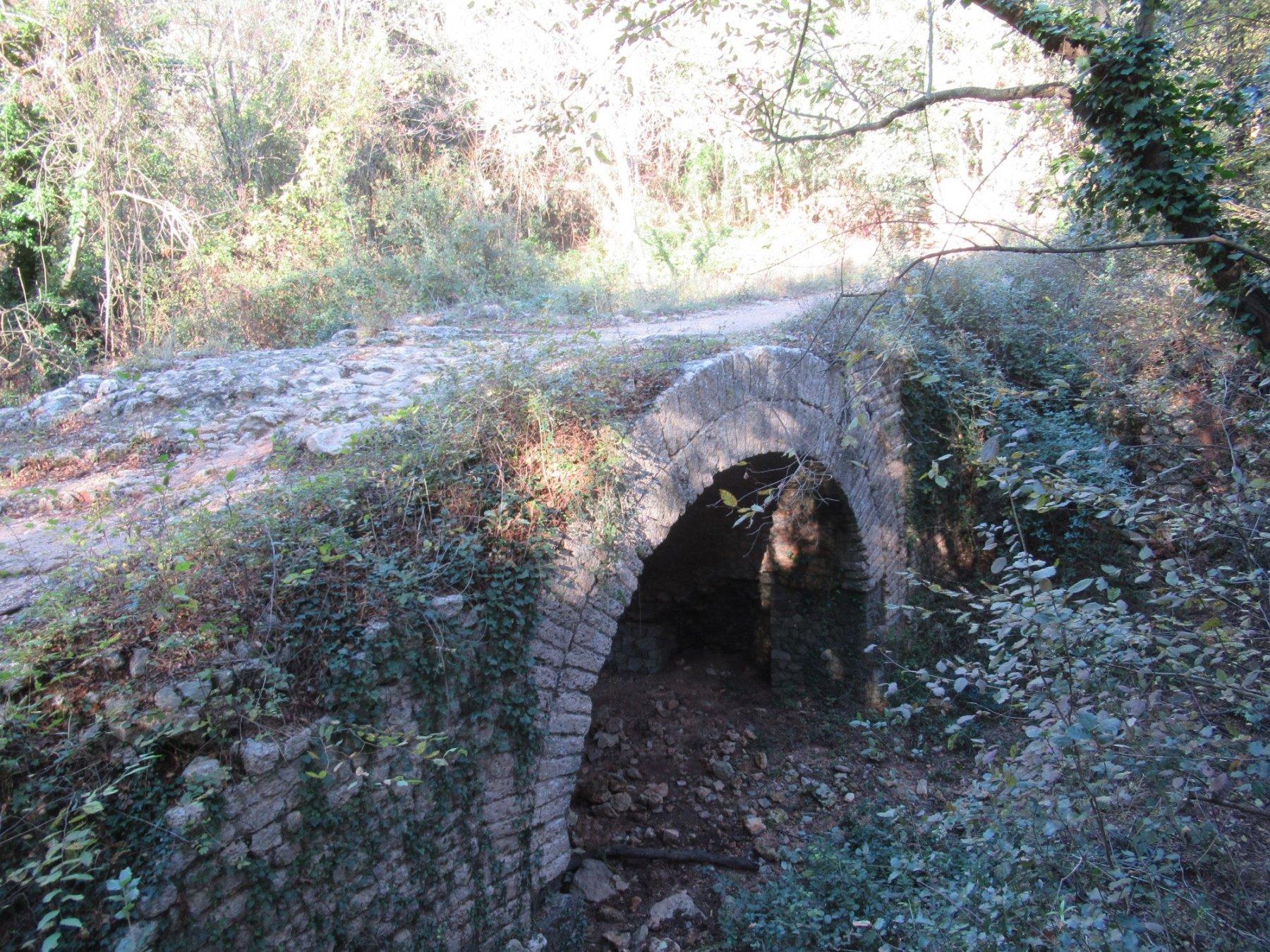 Uno dei cinque ponti romani: ponte Muto