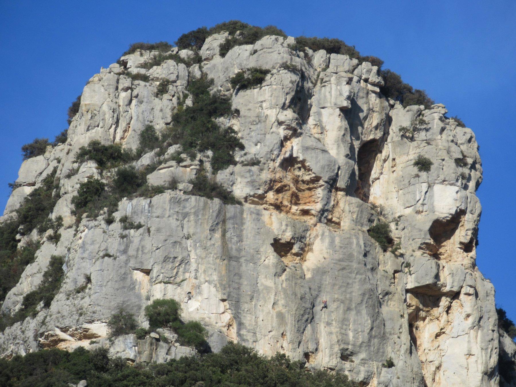 Arrampitatore impegnato sulla Rocca Corno