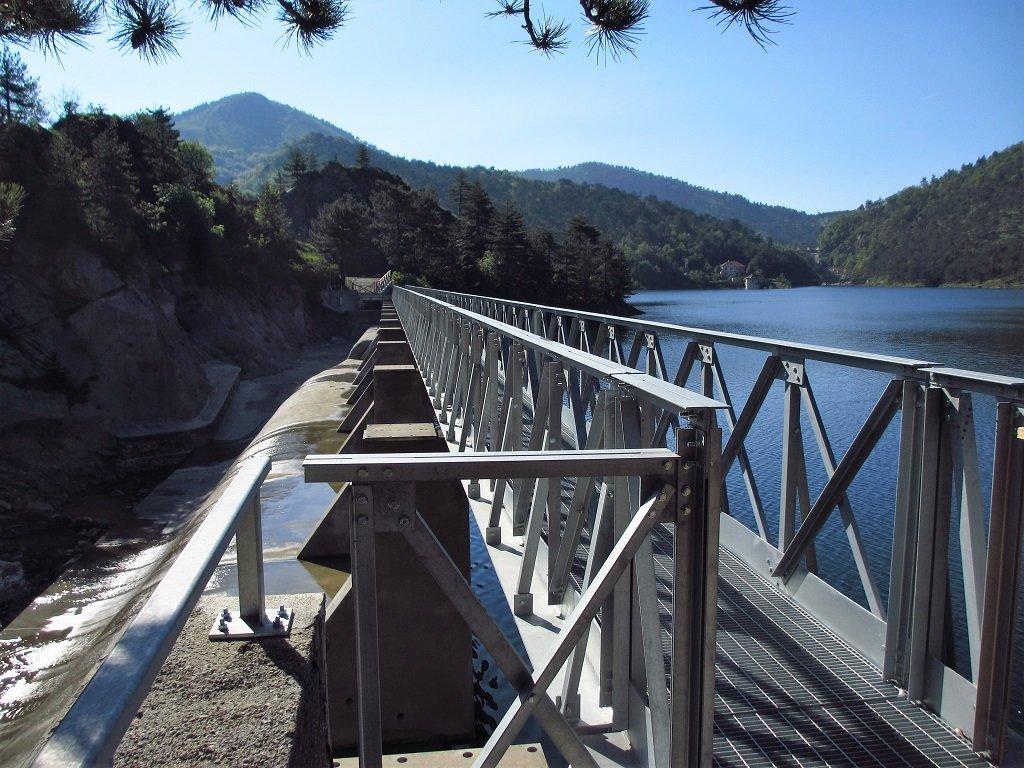 La passerella sul lago Bruno