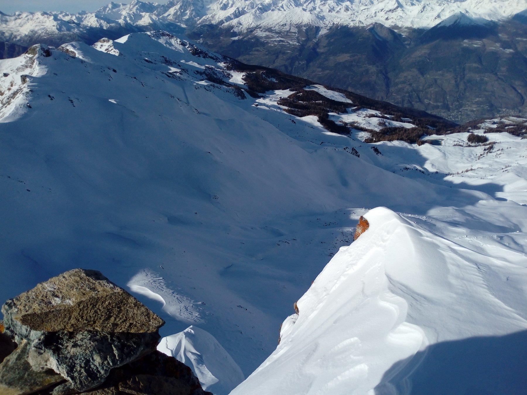 il vallone de l'Eyvie, luogo della sciata finale, dall'ultima e più alta cima del tour (P. Tza Setze)
