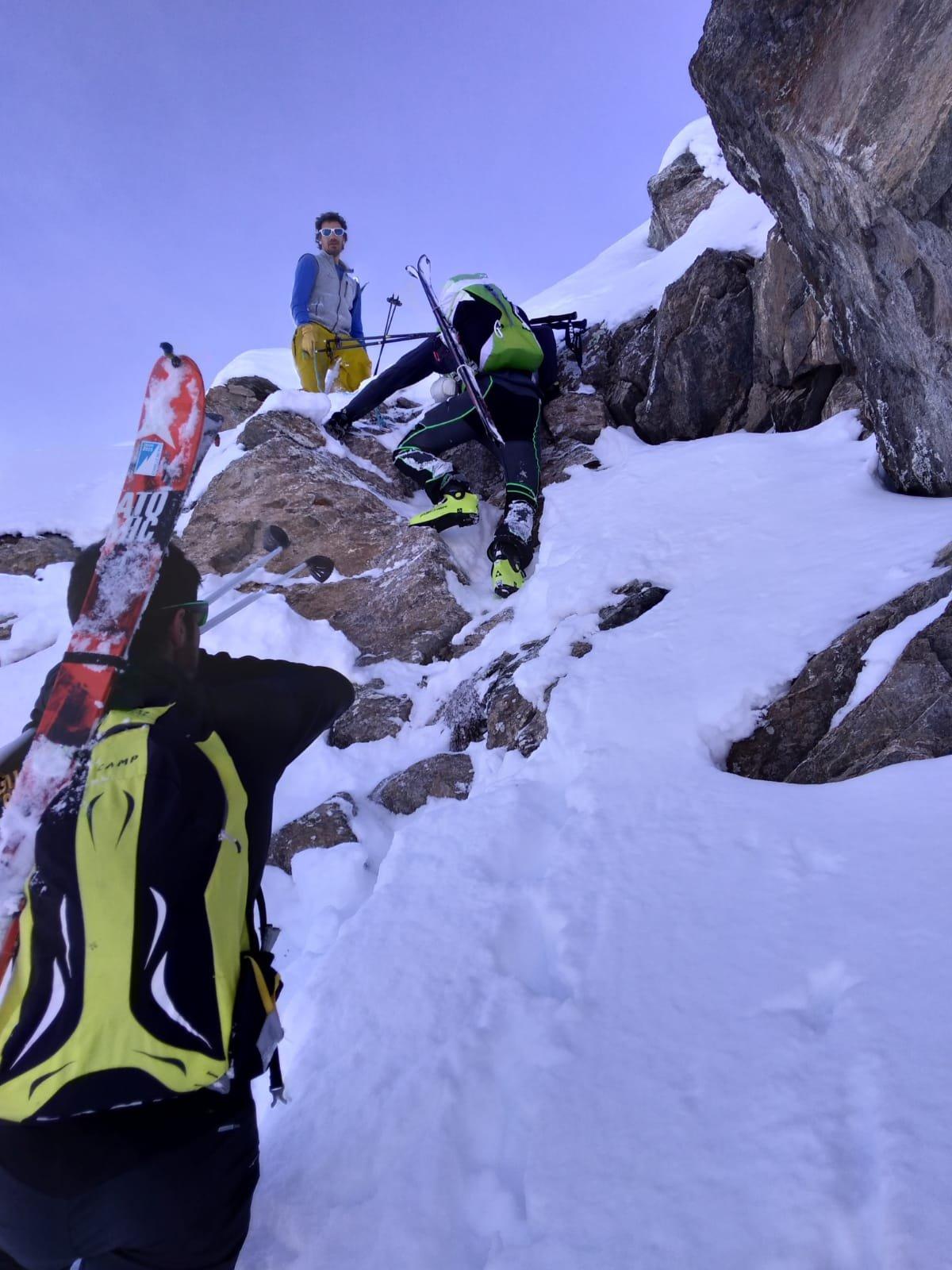 l'ultimo passaggio di arrampicata verso il Monpers