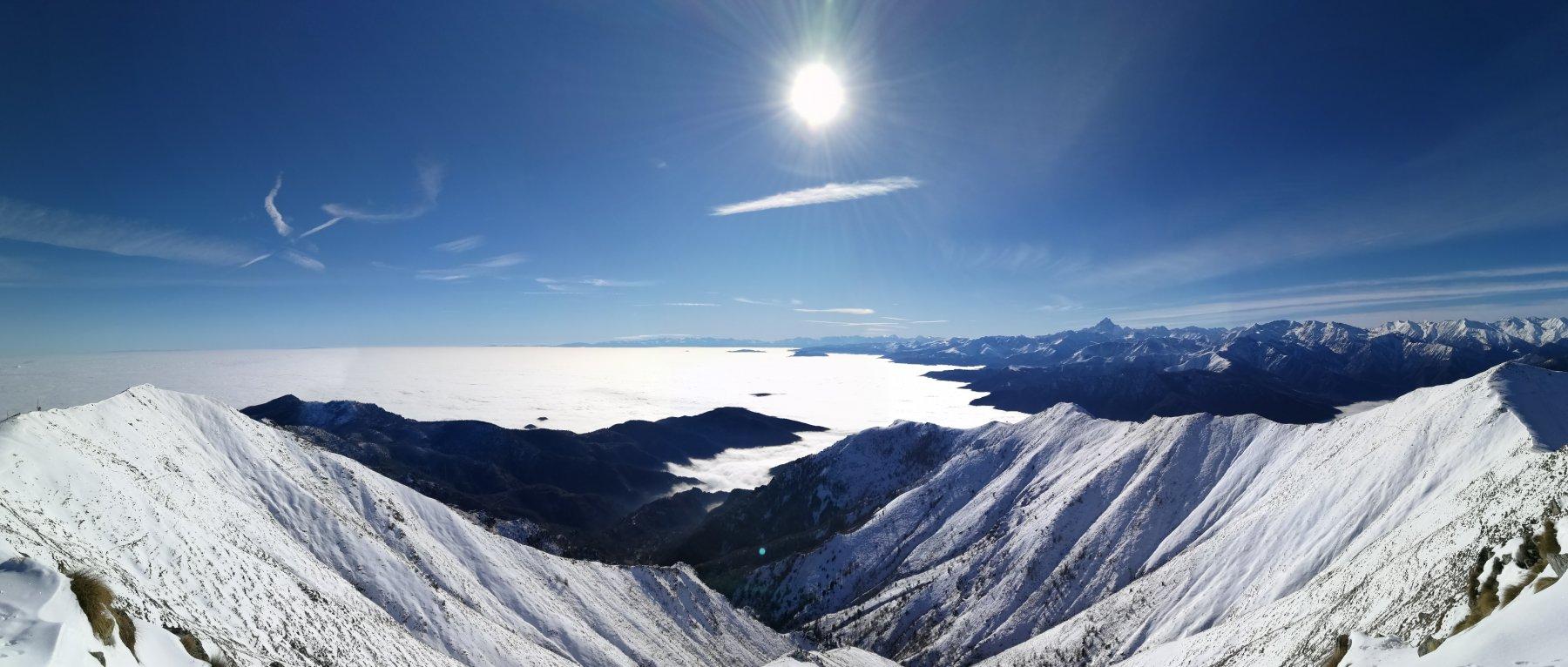 Cielo terso fino alle Alpi liguri