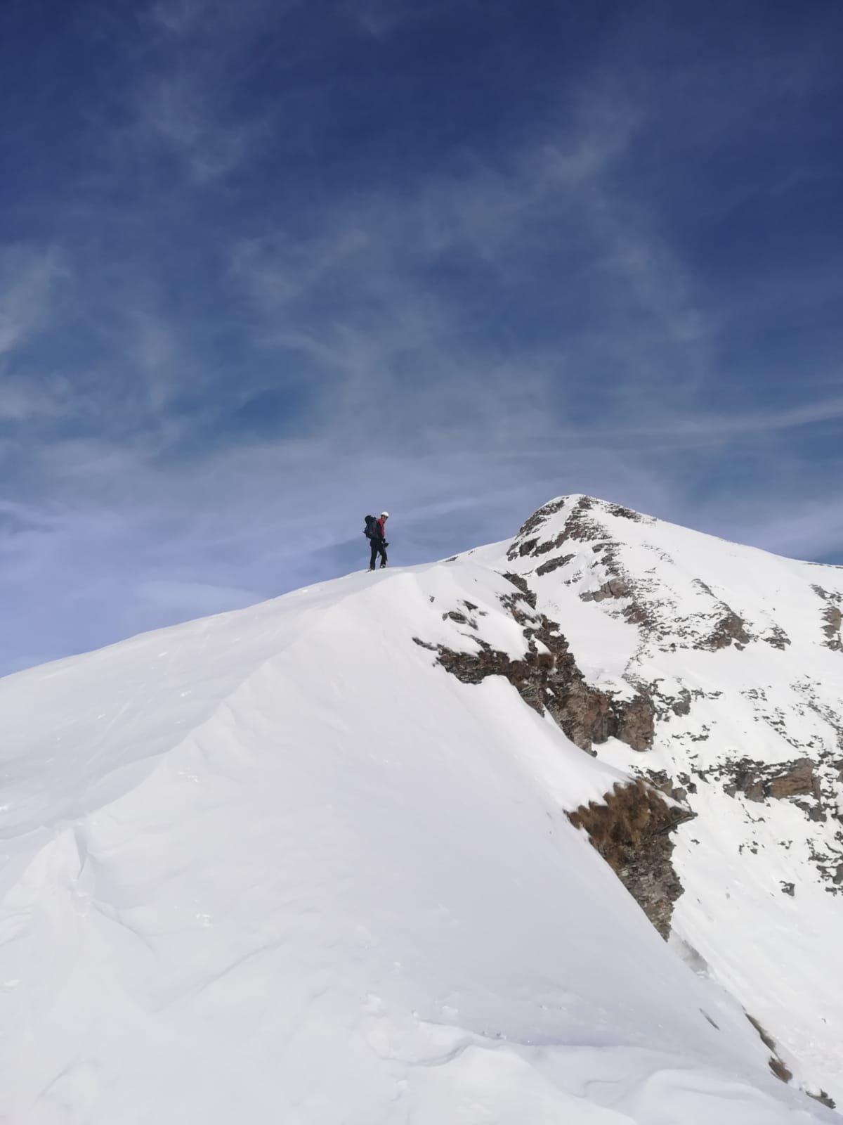 Cresta prima del deposito ski