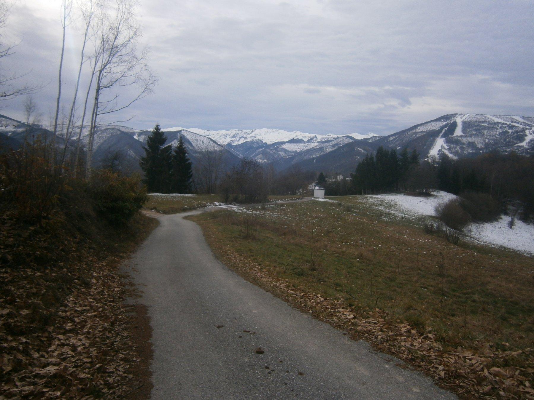 Un tratto della strada panoramica Torre m.-Serra Pamparato